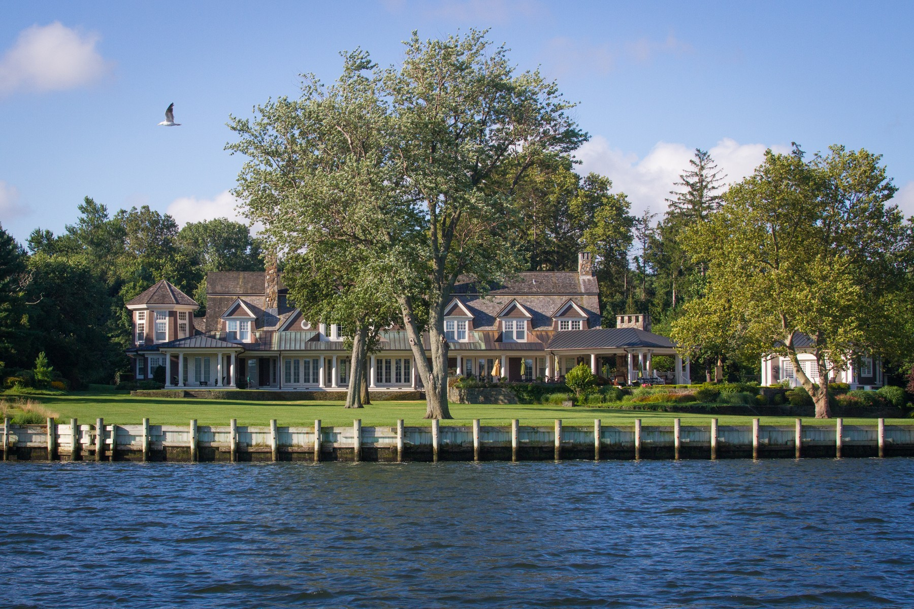Maison unifamiliale pour l Vente à Riverblades Estate 74 West River Road Rumson, New Jersey 07760 États-Unis