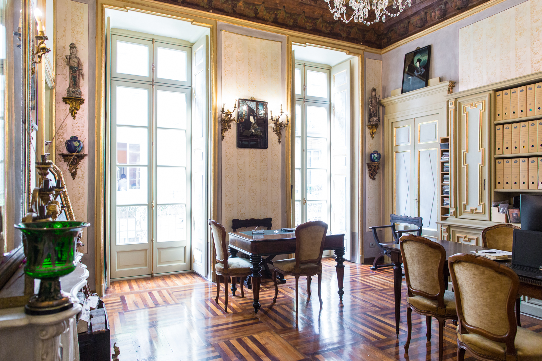 Additional photo for property listing at Elegant and fascinating apartment in the historical center of Turin Via Conte Verde 1 Turin, Turin 10122 Italie