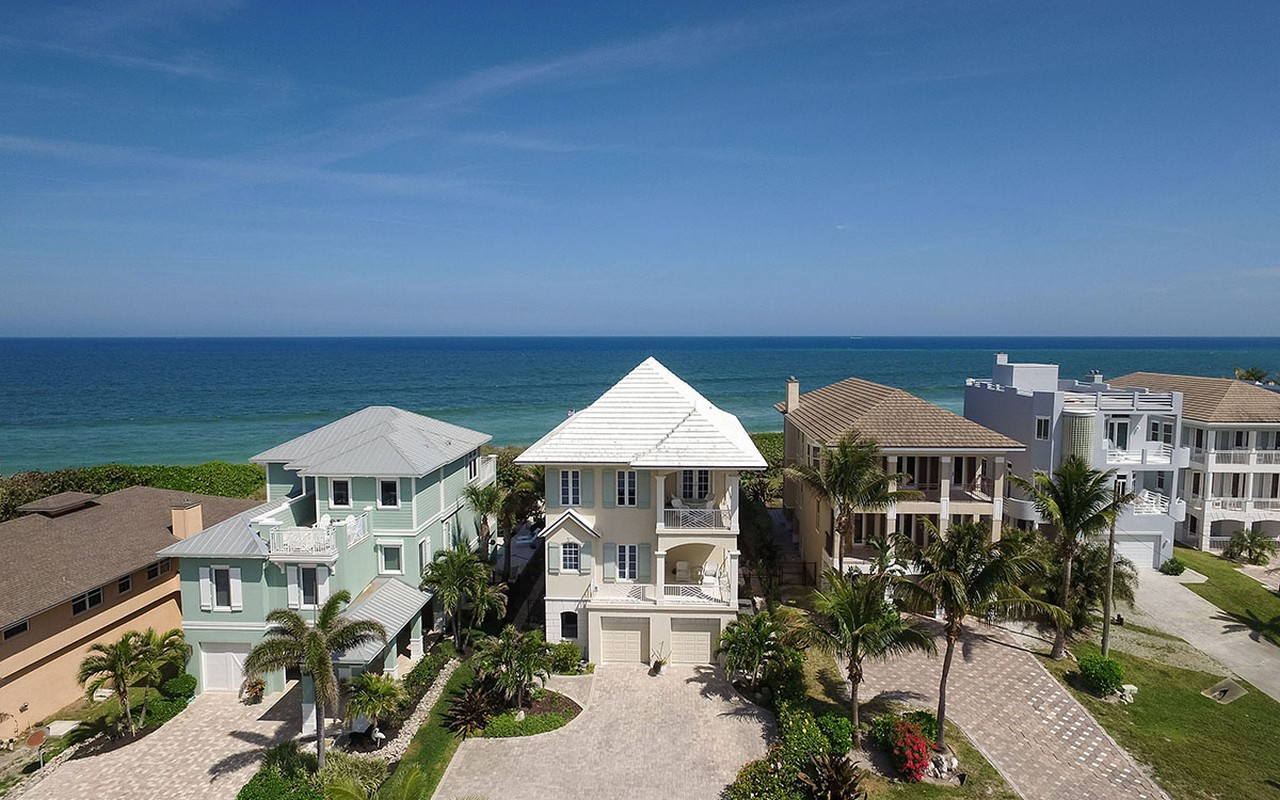 Moradia para Venda às Captivating Ocean-To-River Home 12760 Highway A1A Vero Beach, Florida, 32963 Estados Unidos