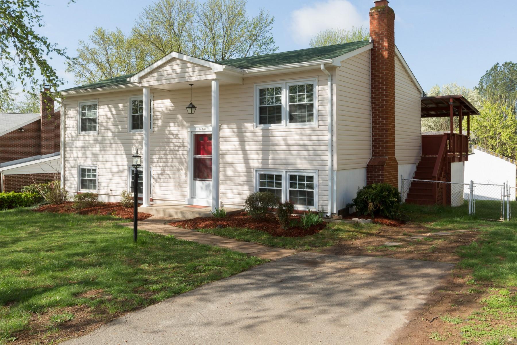 Vivienda unifamiliar por un Venta en 13880 Langstone Drive, Woodbridge Woodbridge, Virginia 22193 Estados Unidos