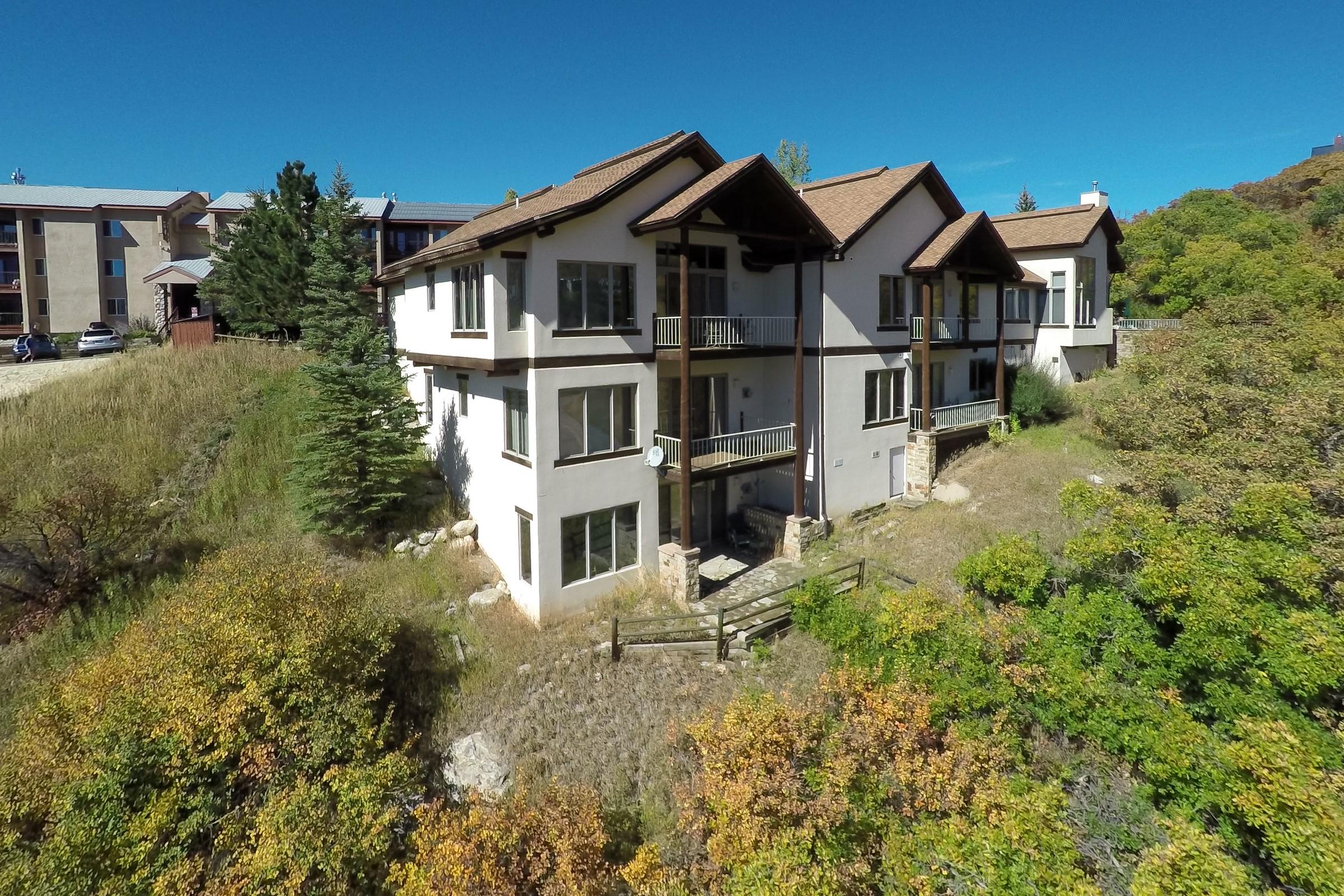 Maison en rangée pour l Vente à Sunday House Townhome 1790 River Queen Lane Unit B Steamboat Springs, Colorado, 80487 États-Unis