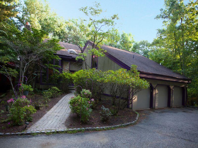 Maison unifamiliale pour l Vente à Unique 31 Twin Brooks Trail Chester, New Jersey 07930 États-Unis