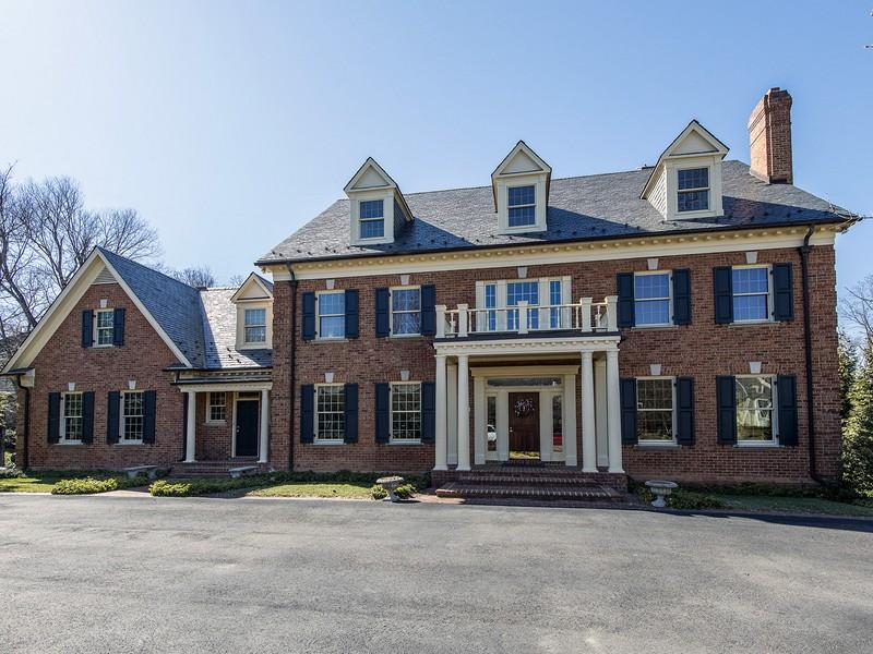 Vivienda unifamiliar por un Venta en 934 Douglass Drive, Mclean McLean, Virginia 22101 Estados Unidos