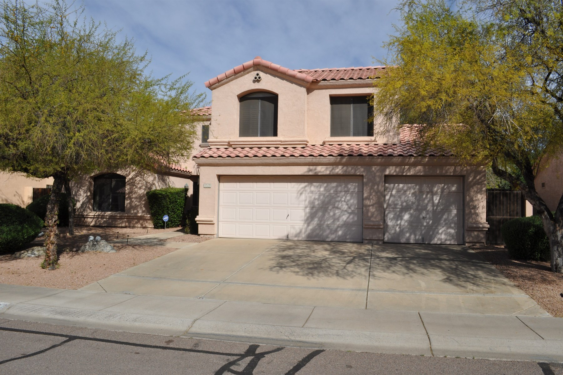 Maison unifamiliale pour l Vente à Beautiful Home for Entertaining in Scottsdale 9042 E Caribbean Lane Scottsdale, Arizona 85260 États-Unis