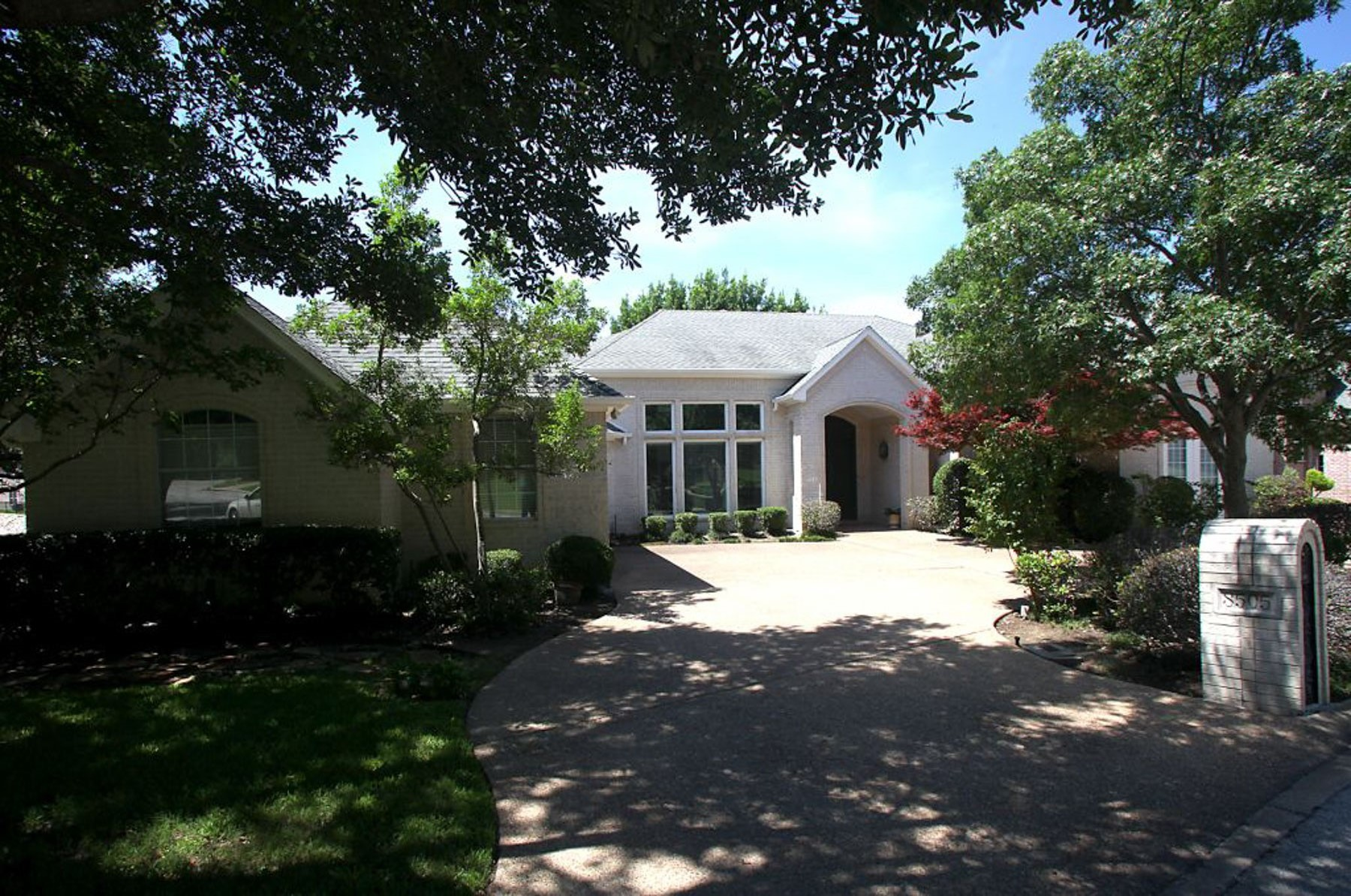 Vivienda unifamiliar por un Venta en 8505 Woodlake Circle Fort Worth, Texas 76179 Estados Unidos
