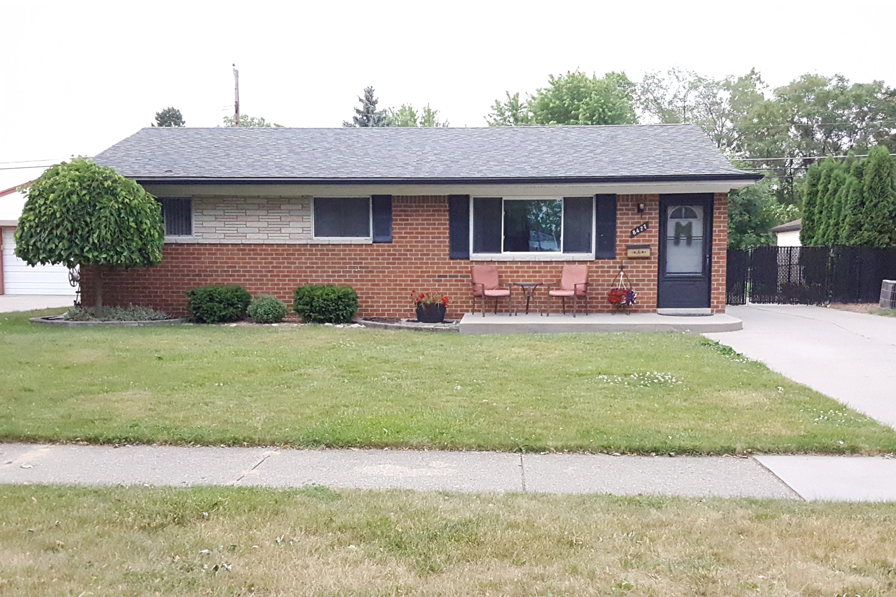 Single Family Home for Sale at Sterling Heights 8427 New Bradford Boulevard Sterling Heights, Michigan, 48312 United States