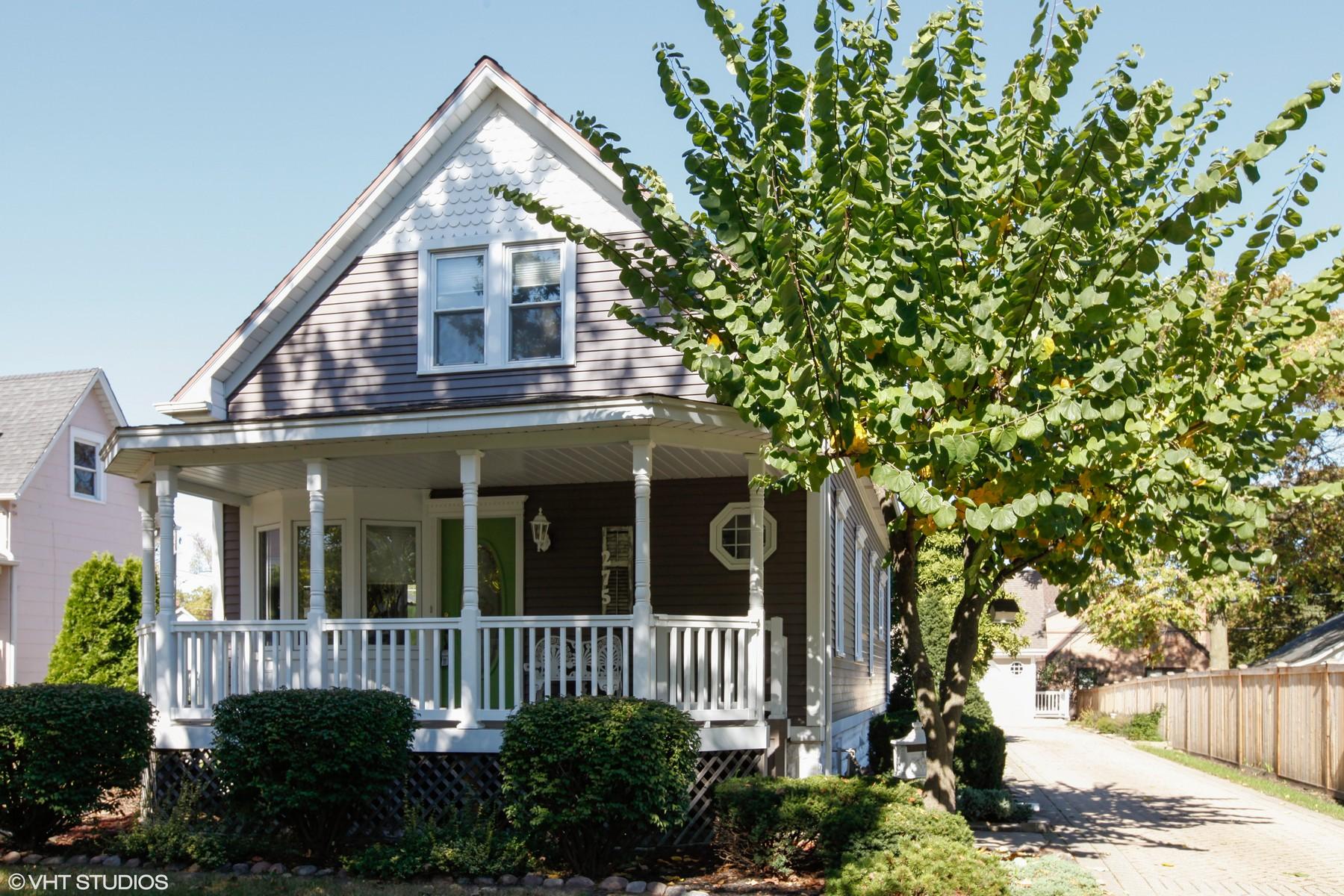 獨棟家庭住宅 為 出售 在 275 E. Third 275 E. Third St. Elmhurst, 伊利諾斯州, 60126 美國