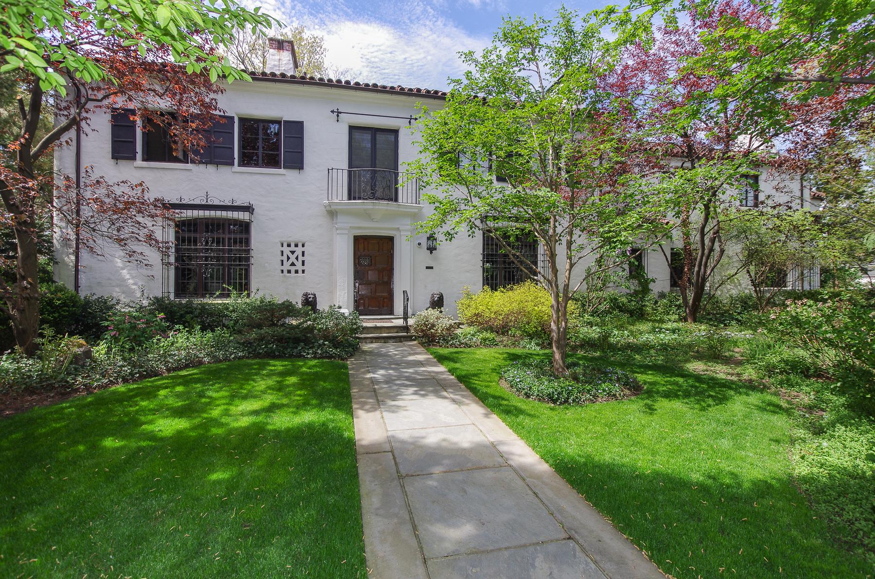 Maison unifamiliale pour l Vente à Dwight Baum Mediterranean Spanish Revival 5021 Iselin Avenue Riverdale, New York 10471 États-Unis