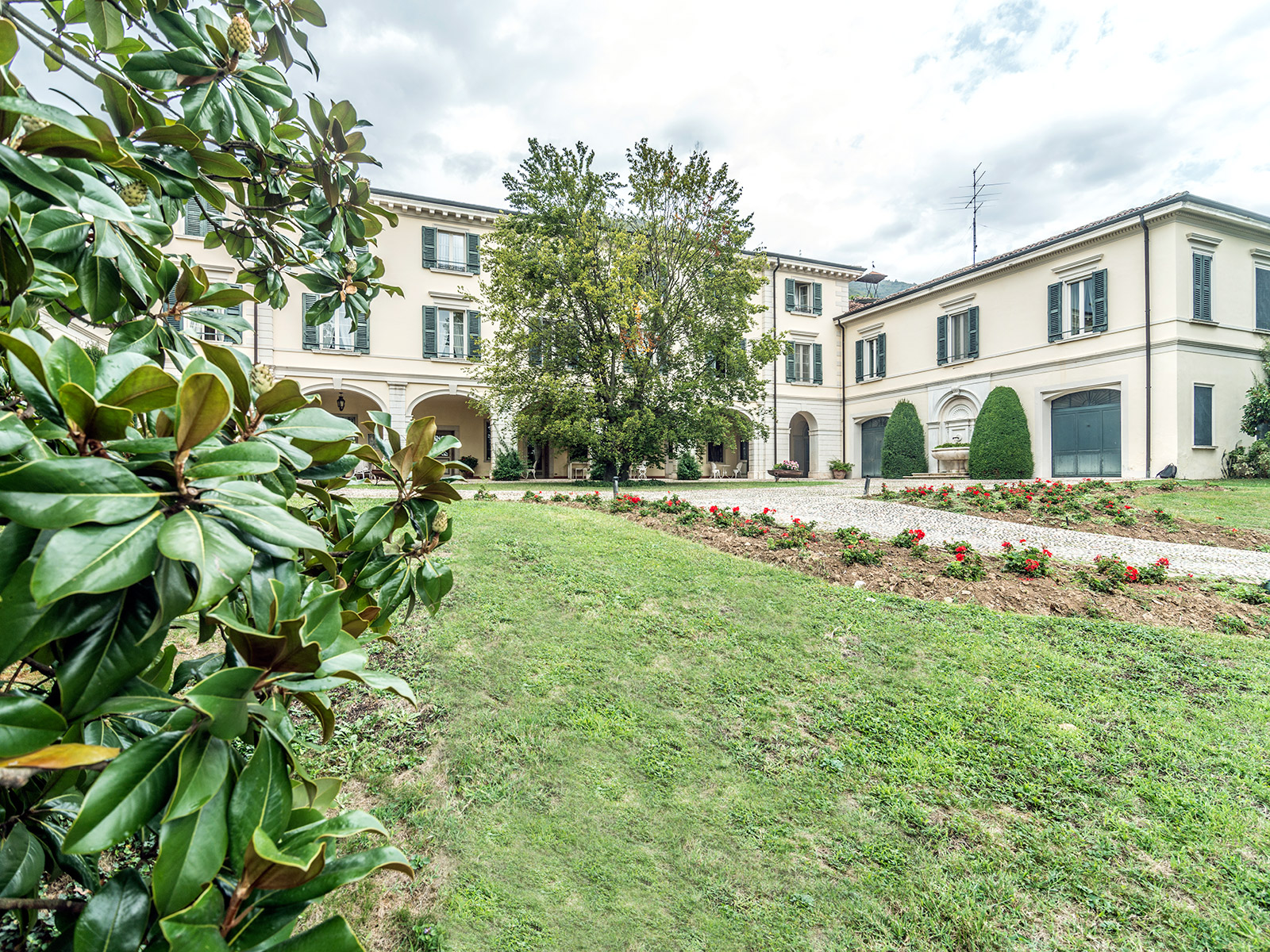 Additional photo for property listing at Historic estate with private park in Franciacorta Brescia Brescia, Brescia 25136 Italy