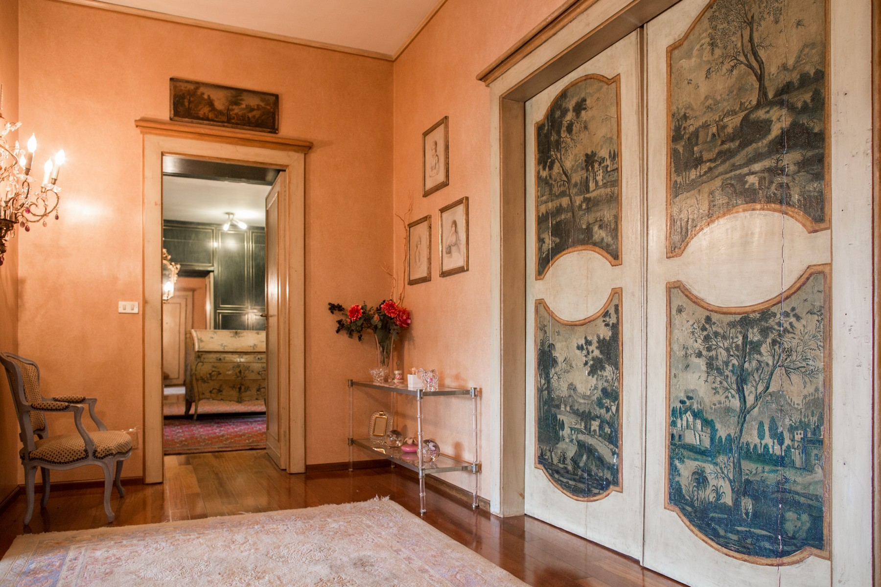 Additional photo for property listing at Elegant apartment on Turin hill Strada San Vincenzo Torino, Turin 10131 Italie
