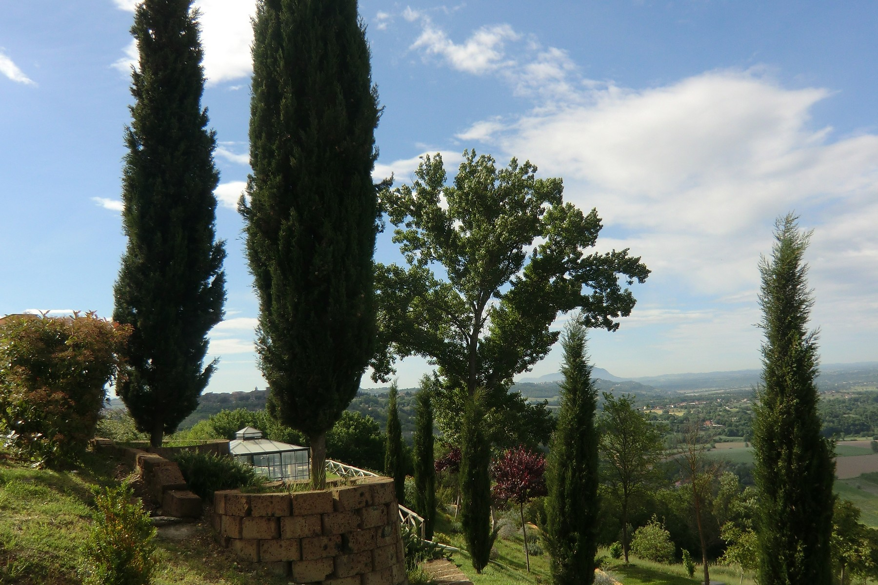 Additional photo for property listing at Villa with 9 ha lands just 40 mins from Rome Otricoli Otricoli, Terni 05030 Italien