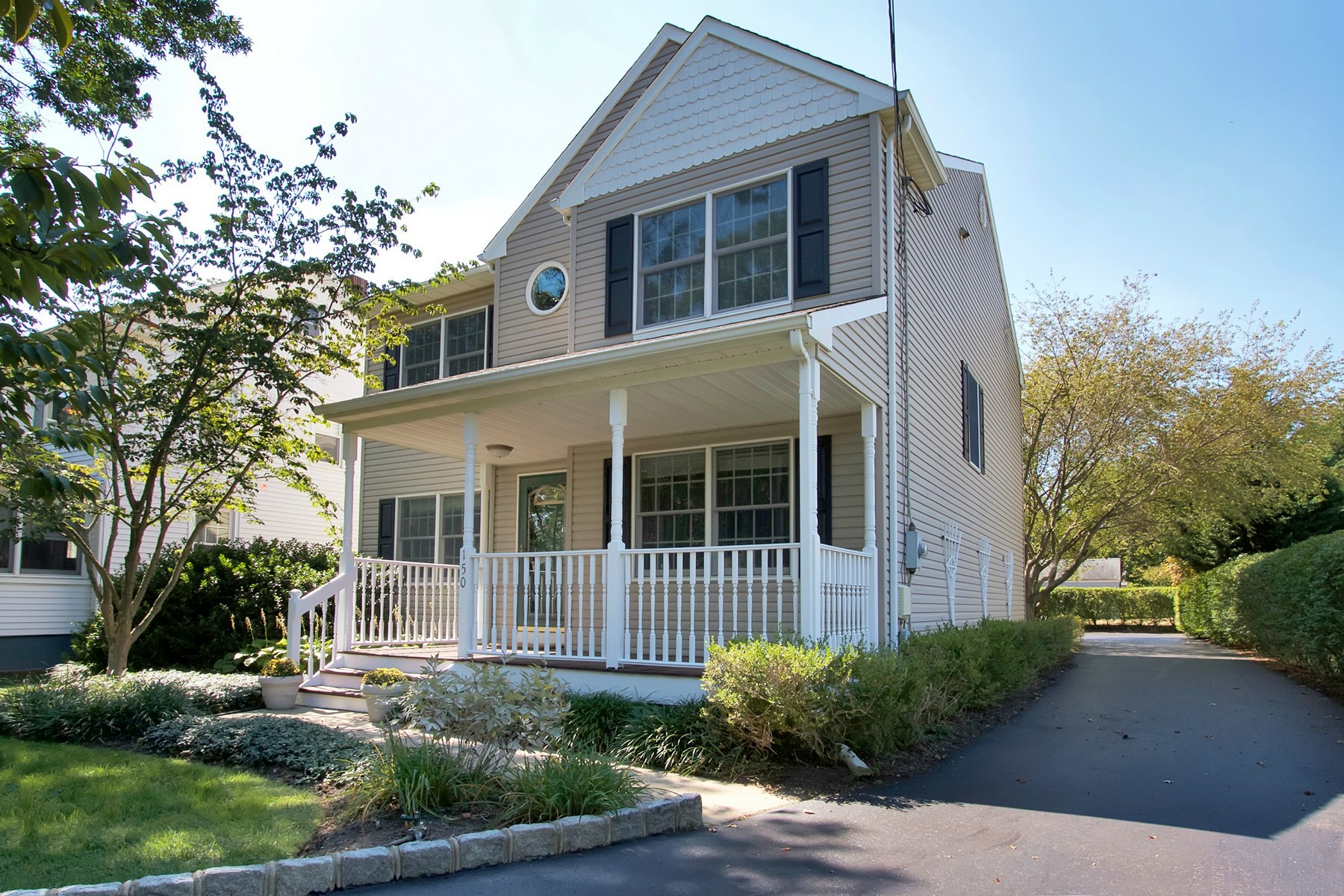 Single Family Home for Sale at Move- in ready in Fair Haven 150 Hance Rd Fair Haven, New Jersey 07704 United States