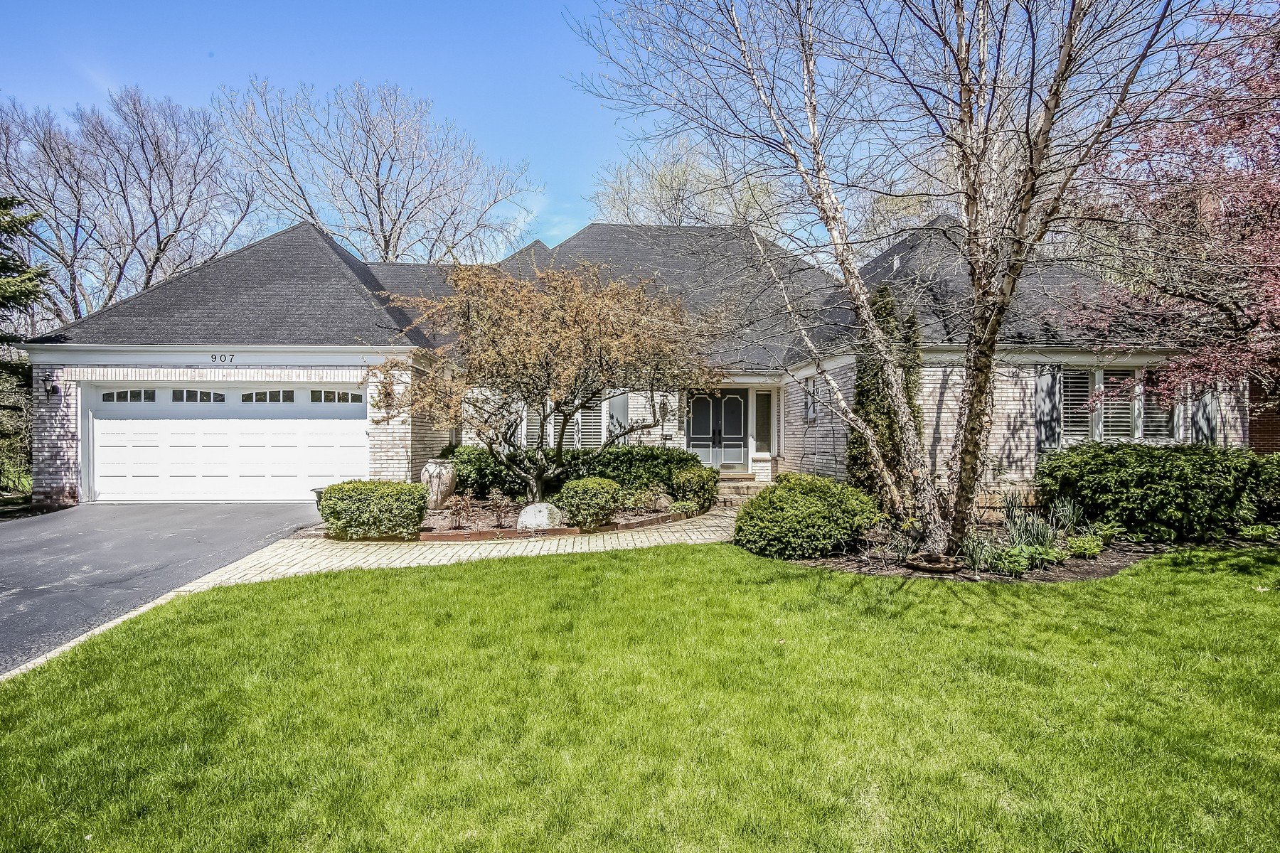 Maison unifamiliale pour l Vente à Beautiful and Gracious Highland Park Home 907 Dryden Lane Highland Park, Illinois, 60035 États-Unis