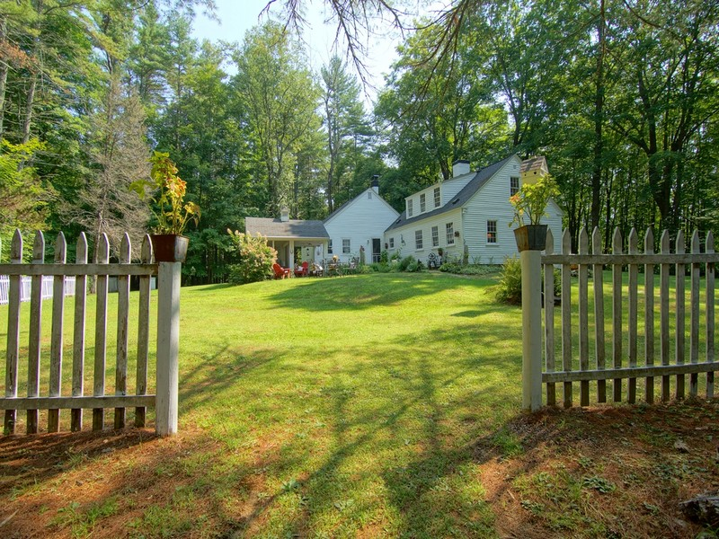 Maison unifamiliale pour l Vente à Loving the Country Lifestyle 124 Cartland Road Lee, New Hampshire 03861 États-Unis