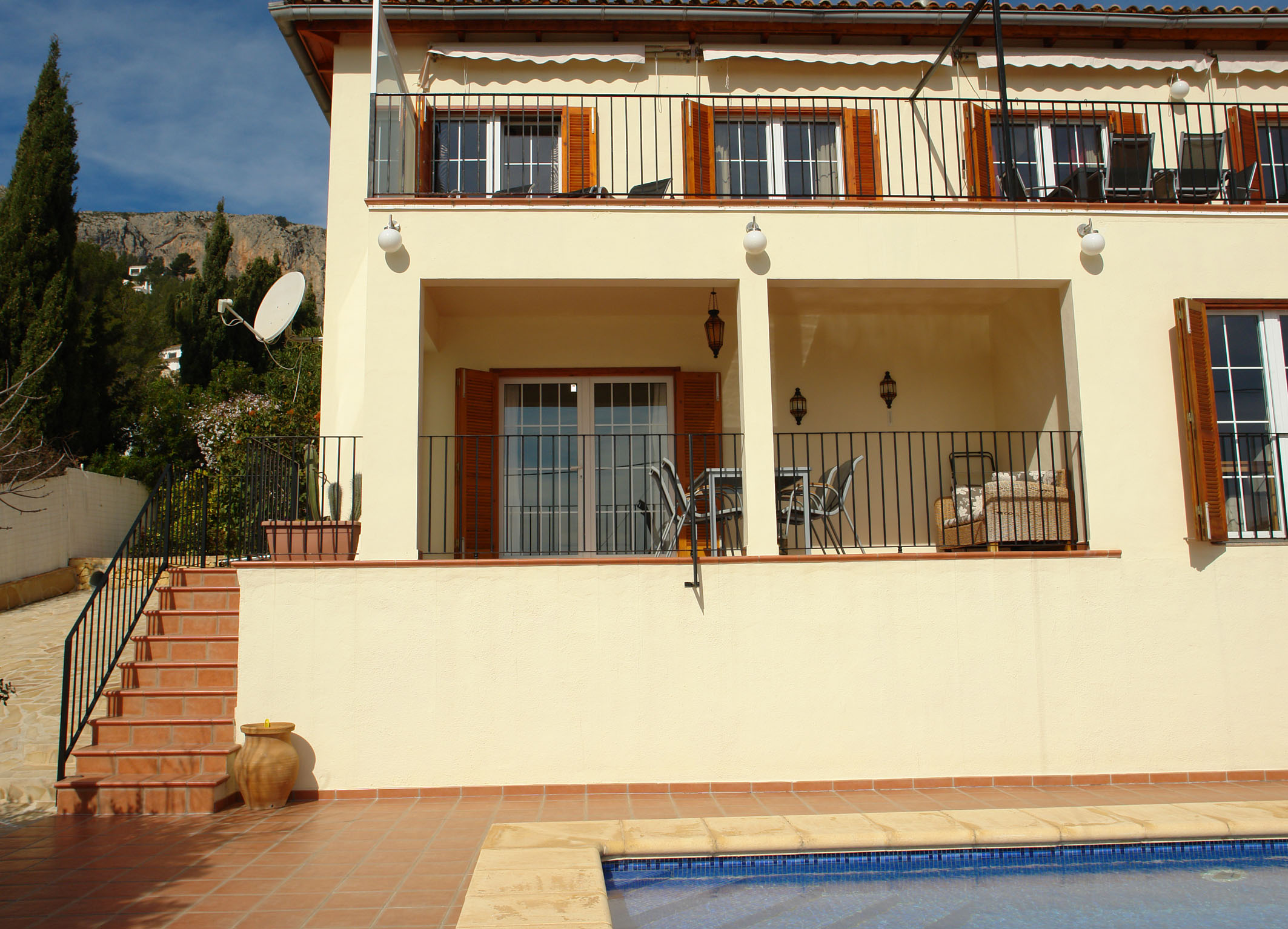 Single Family Home for Sale at Large villa with 2 apartments on the heights of Olta, Calpe, Costa Blanca Calpe, Alicante Costa Blanca 03710 Spain