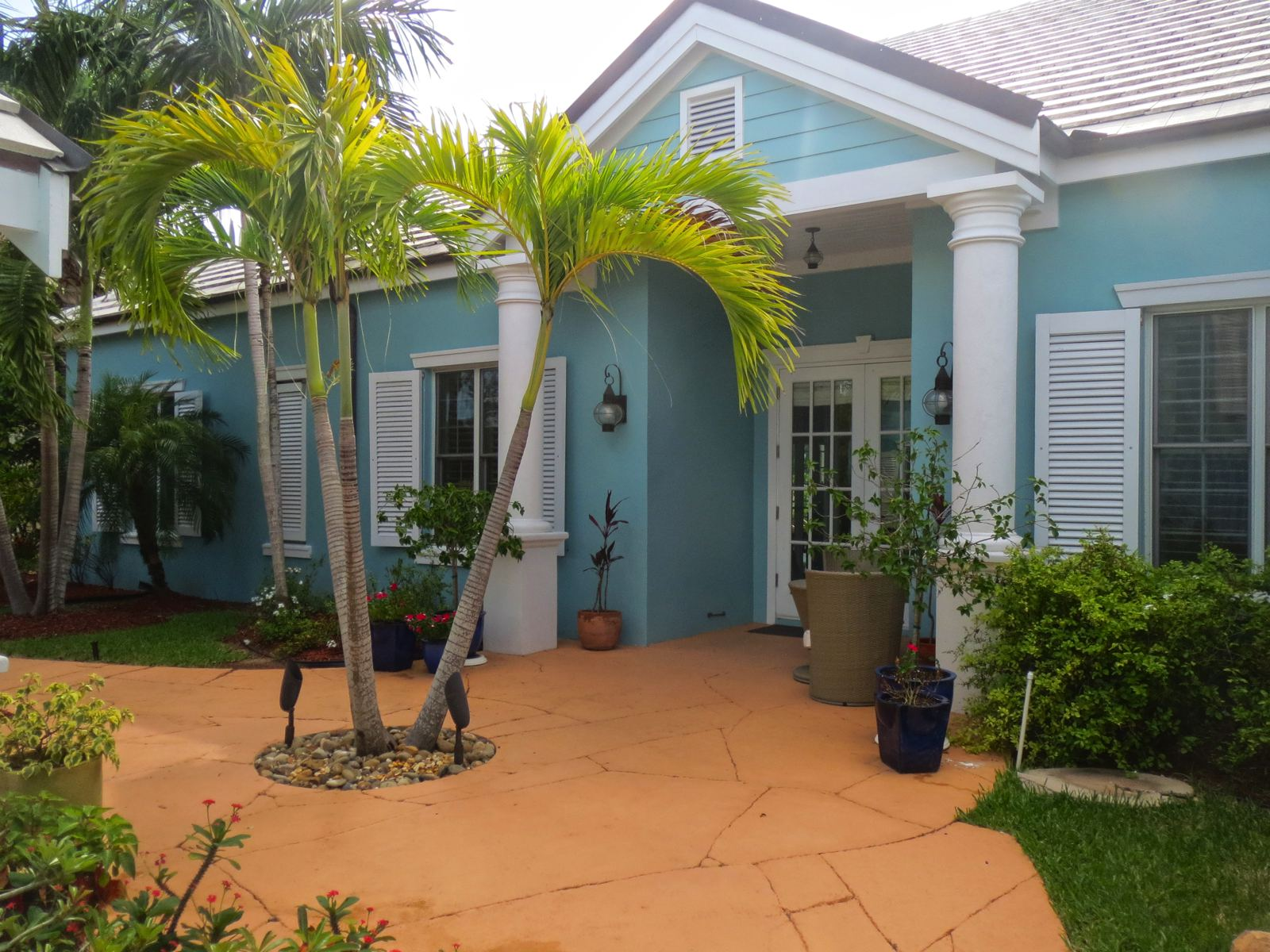 Single Family Home for Rent at Beach Island Rental, Old Fort Bay Old Fort Bay, Nassau And Paradise Island Bahamas