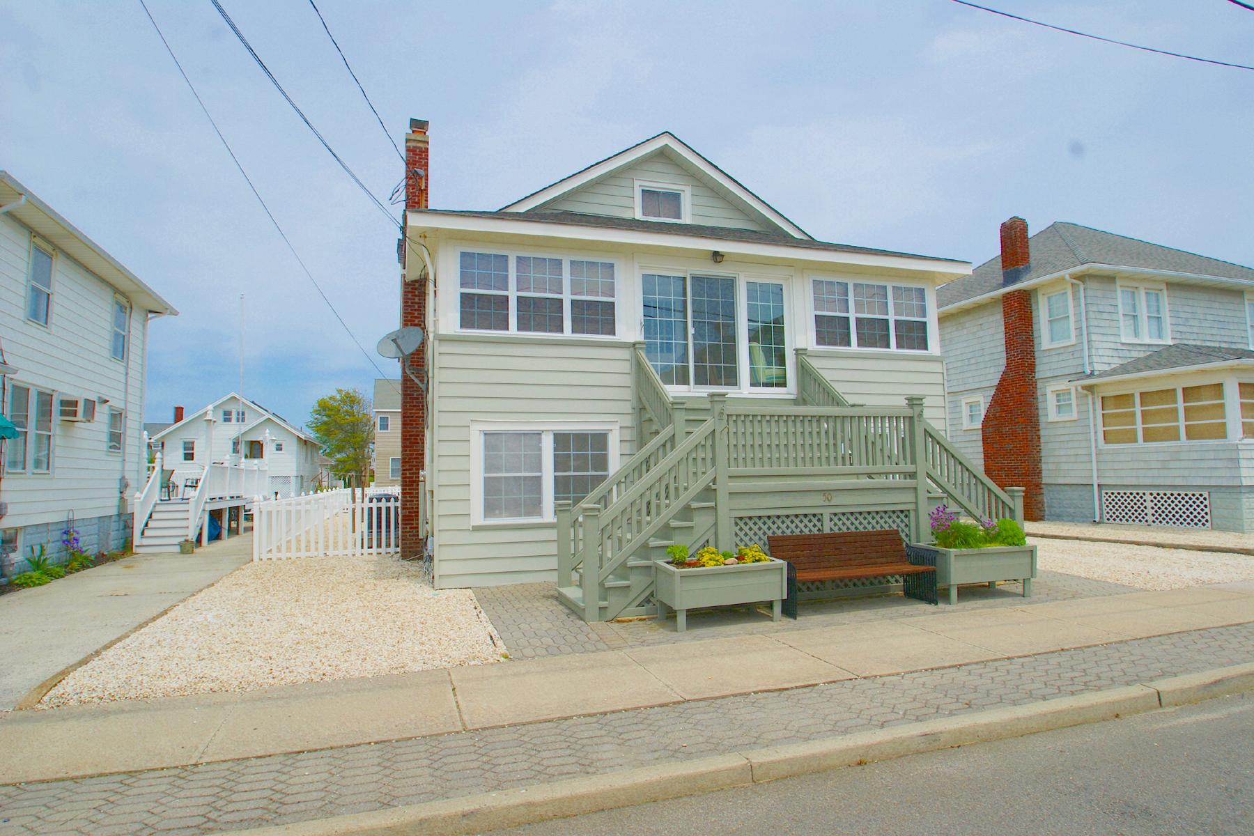 Maison unifamiliale pour l Vente à Gorgeous Ocean Block MotherDaughter 50 G Street Seaside Park, New Jersey, 08752 États-Unis