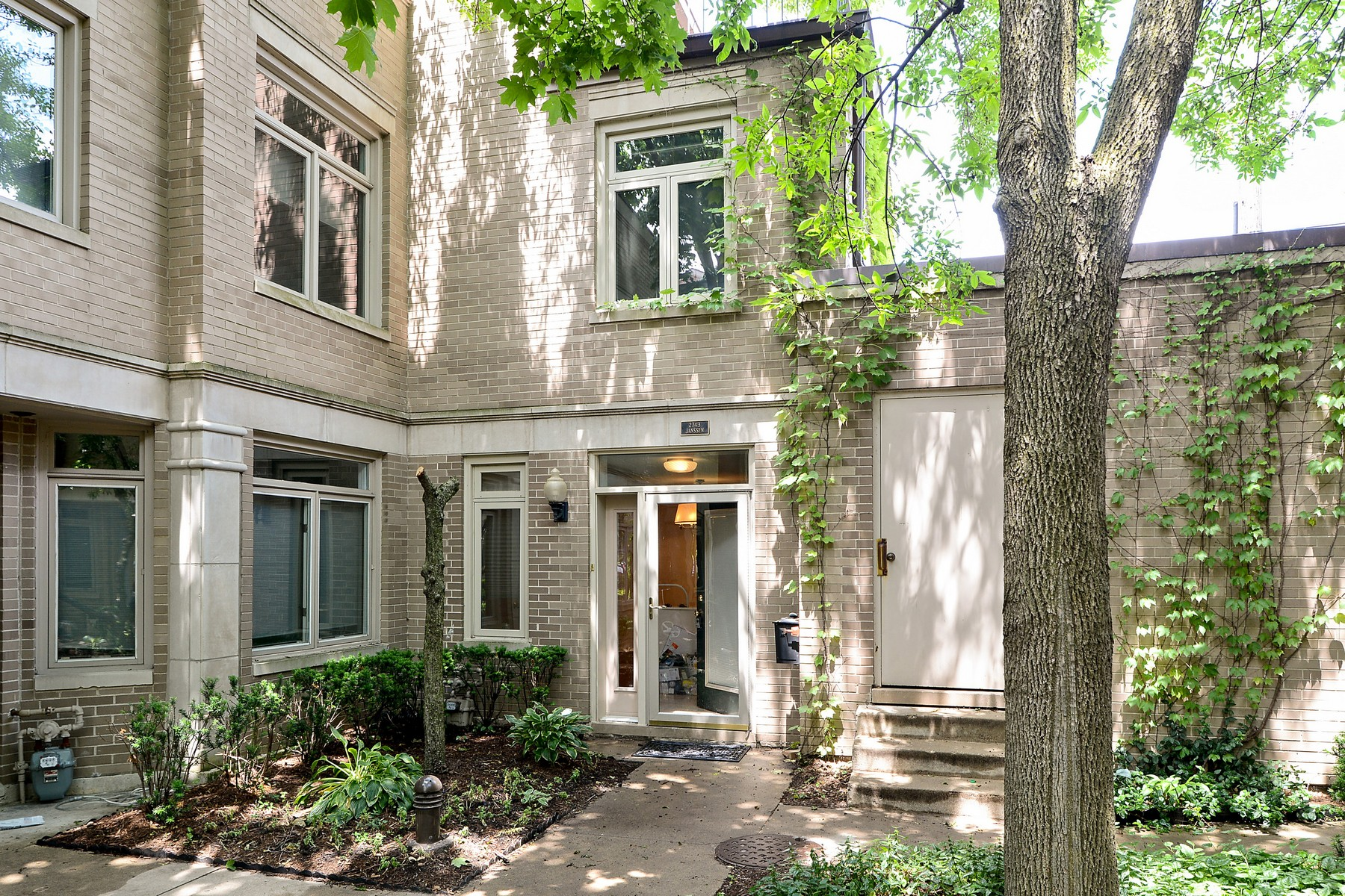 Townhouse for Sale at Lovely End-Unit Townhome 2743 N Janssen Avenue Lincoln Park, Chicago, Illinois, 60614 United States
