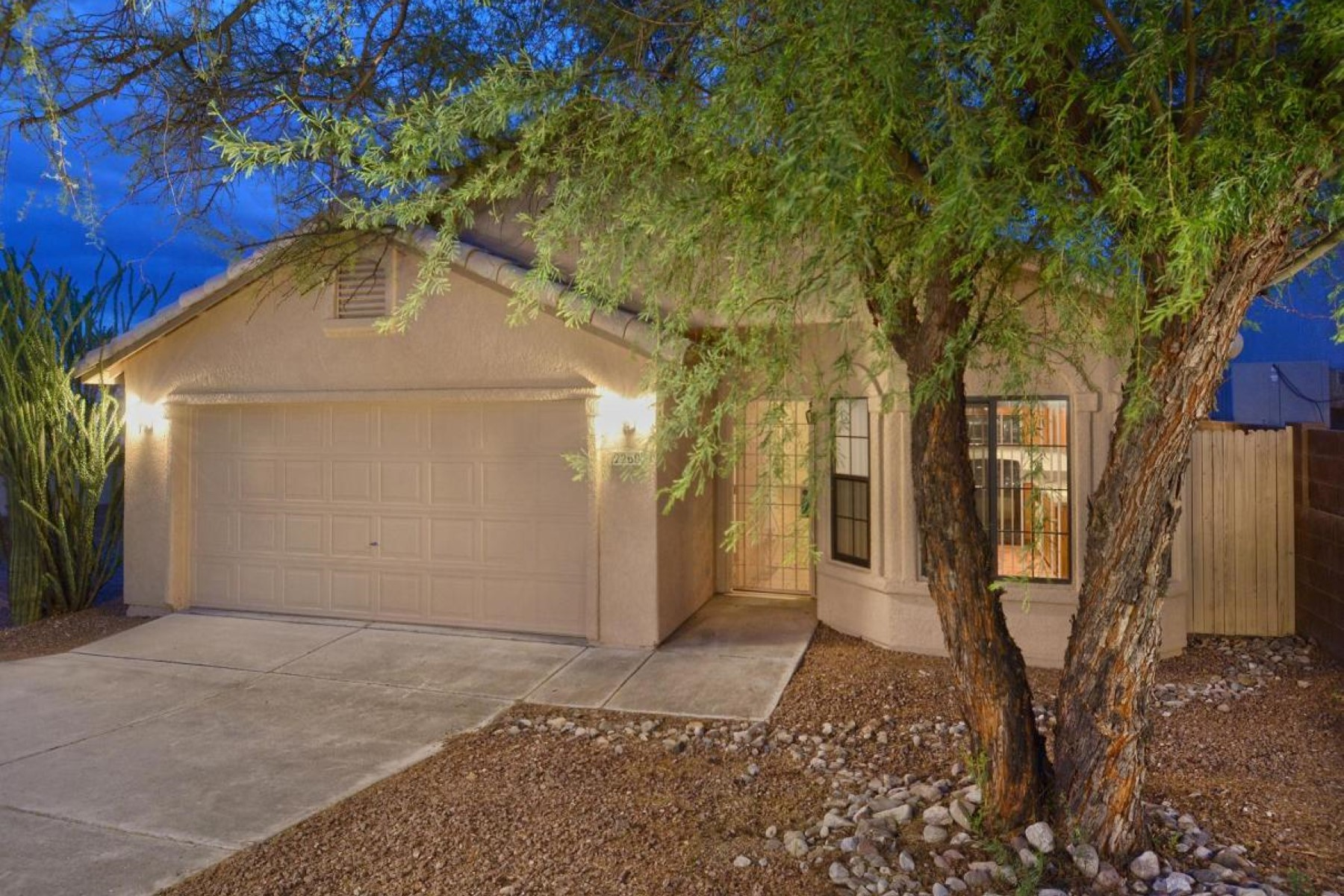 Maison unifamiliale pour l Vente à Charming bright spacious home in immaculate condition. 2260 N Saddlewood Ranch Drive Tucson, Arizona 85745 États-Unis