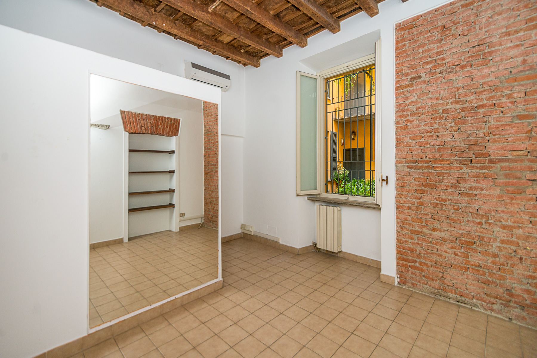 Additional photo for property listing at Bright apartament in the heart of Brera Via San Carpoforo Milano, Milan 20121 Italia