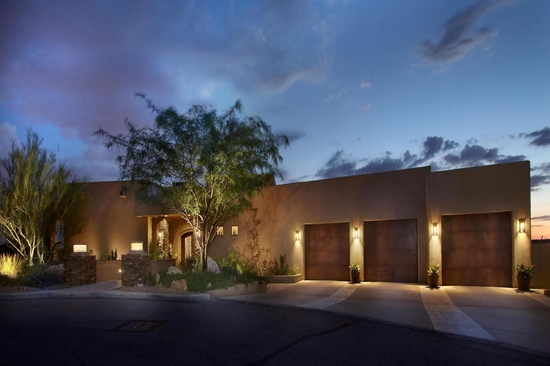 Single Family Home for Sale at Quiet cul-de-sac location with a magnificent entry way. 1612 E Buck Hollow Court Oro Valley, Arizona 85737 United States