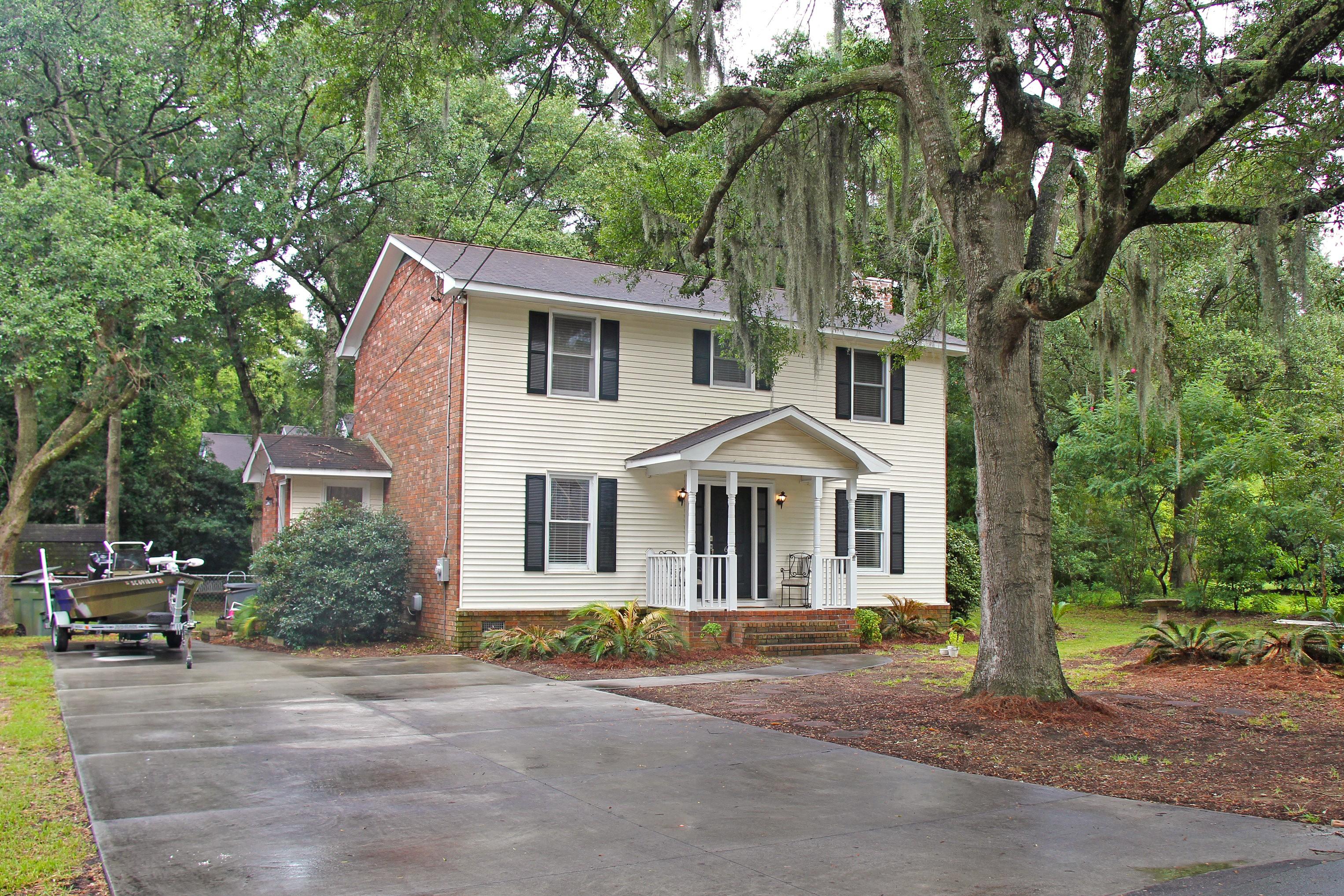 Casa para uma família para Venda às Updated Home in Wonderful Neighborhood 662 Beauregard Street Charleston, Carolina Do Sul 29412 Estados Unidos