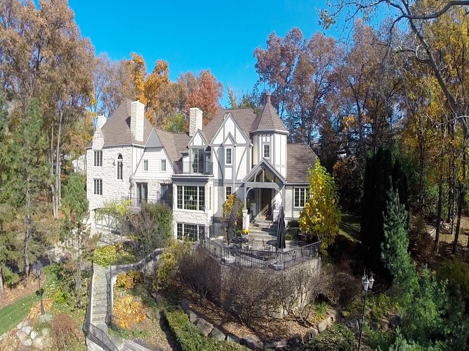 Maison unifamiliale pour l Vente à Bloomfield 5155 Inkster Road Bloomfield, Michigan 48302 États-Unis