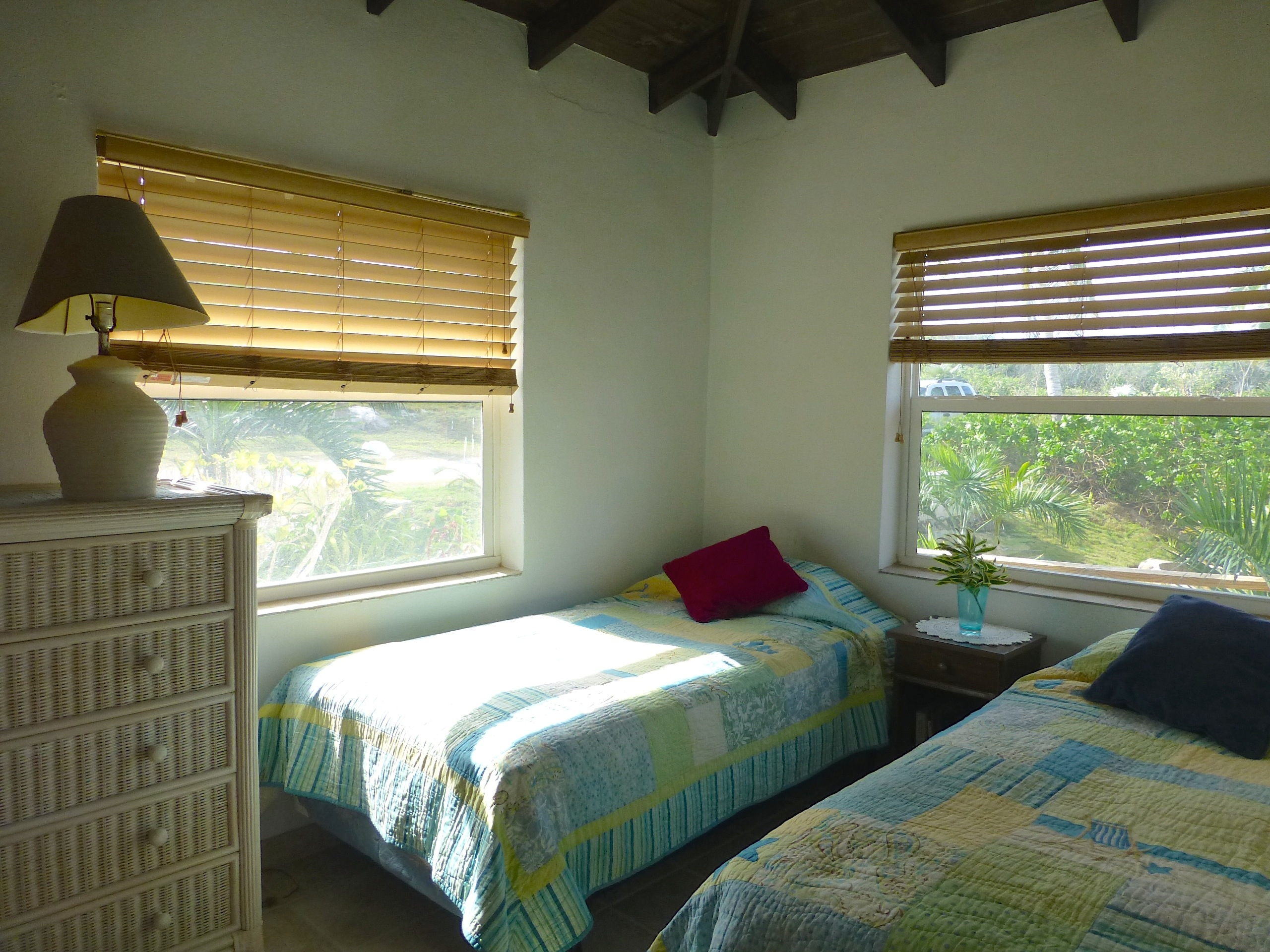 Additional photo for property listing at An Elevated Cottage with Abundant Sea Views 彩虹湾, 伊路瑟拉 巴哈马