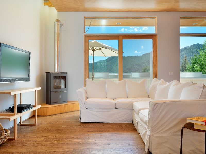 pour l Vente à Beautifully Remodeled Light Industrial Space 125 Northwood Way Unit B Ketchum, Idaho 83340 États-Unis