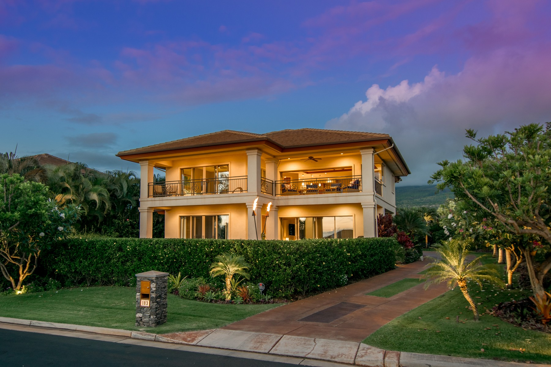 Casa para uma família para Venda às A Touch of Modern at Kaanapali Summit 183 Welau Way Lahaina, Havaí, 96761 Estados Unidos