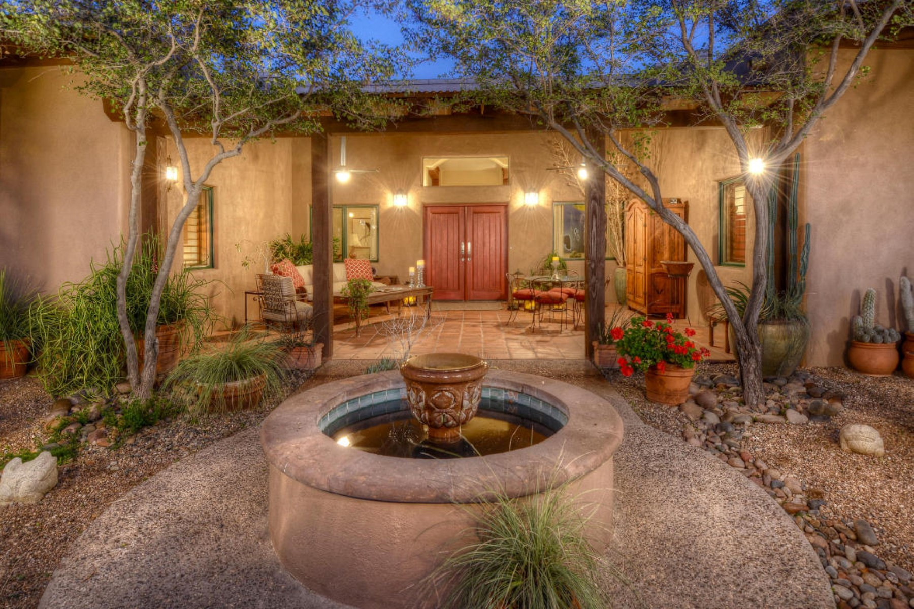 Maison unifamiliale pour l Vente à Exquisite Hacienda Ranch secluded 10 acre retreat 13450 N Teal Blue Trail Tucson, Arizona, 85742 États-Unis
