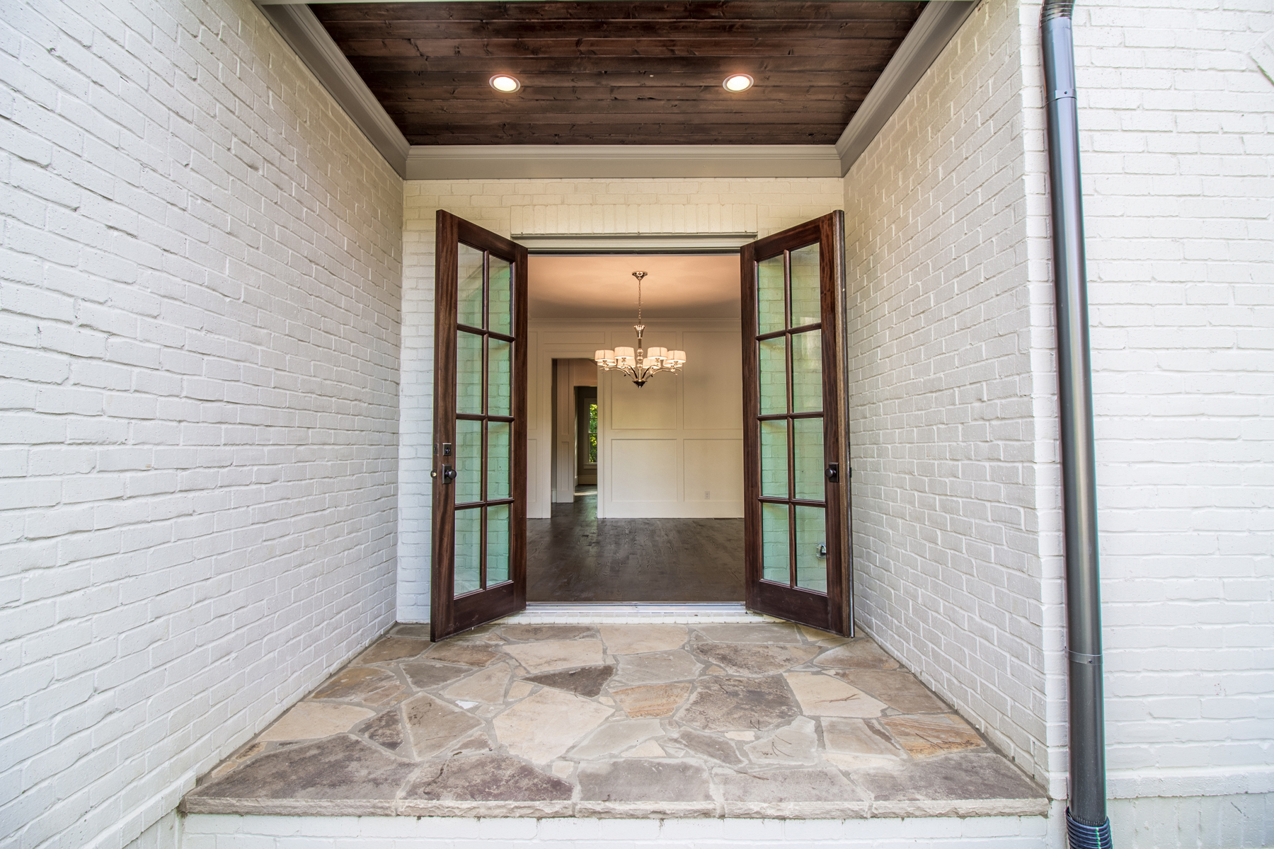 Additional photo for property listing at Brand New With Three Car Garage In The Heart Of CastlewoodBuckhead 3059 Rhodenhaven Drive Atlanta, Geórgia 30327 Estados Unidos
