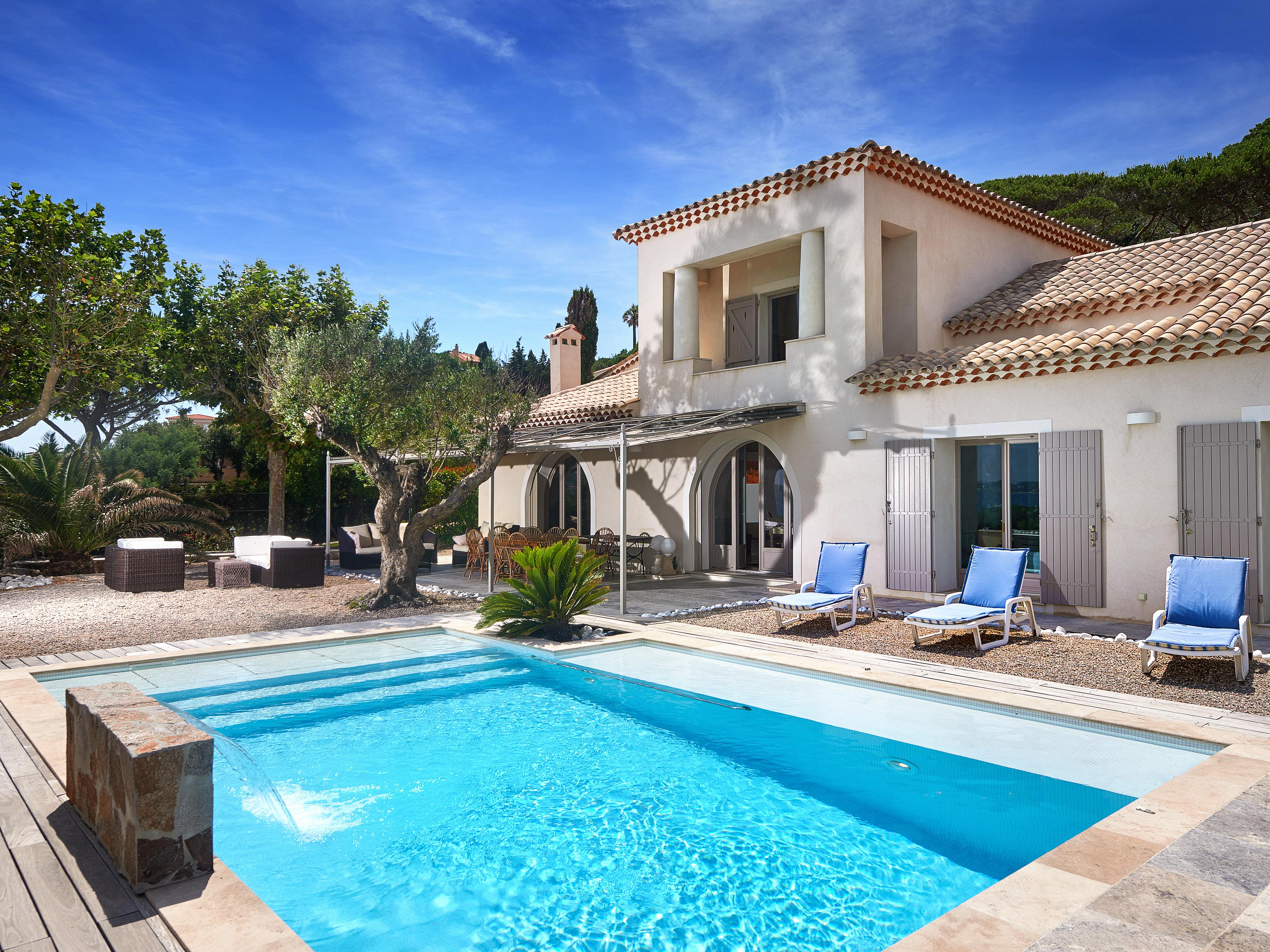 Maison unifamiliale pour l Vente à Fantastic waterfront villa for sale with panoramic views out to the bay Sainte Maxime Other Provence-Alpes-Cote D'Azur, Provence-Alpes-Cote D'Azur 83120 France
