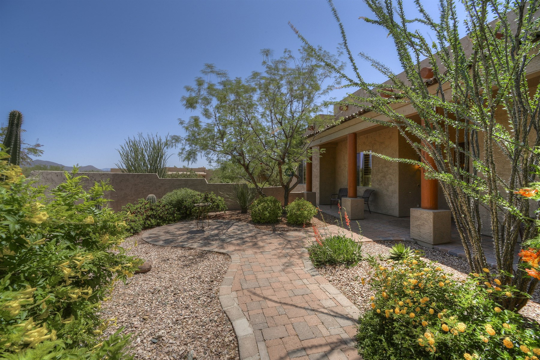 Casa Unifamiliar por un Venta en Beautiful single level home 1327 W Lavitt Ln Phoenix, Arizona, 85086 Estados Unidos