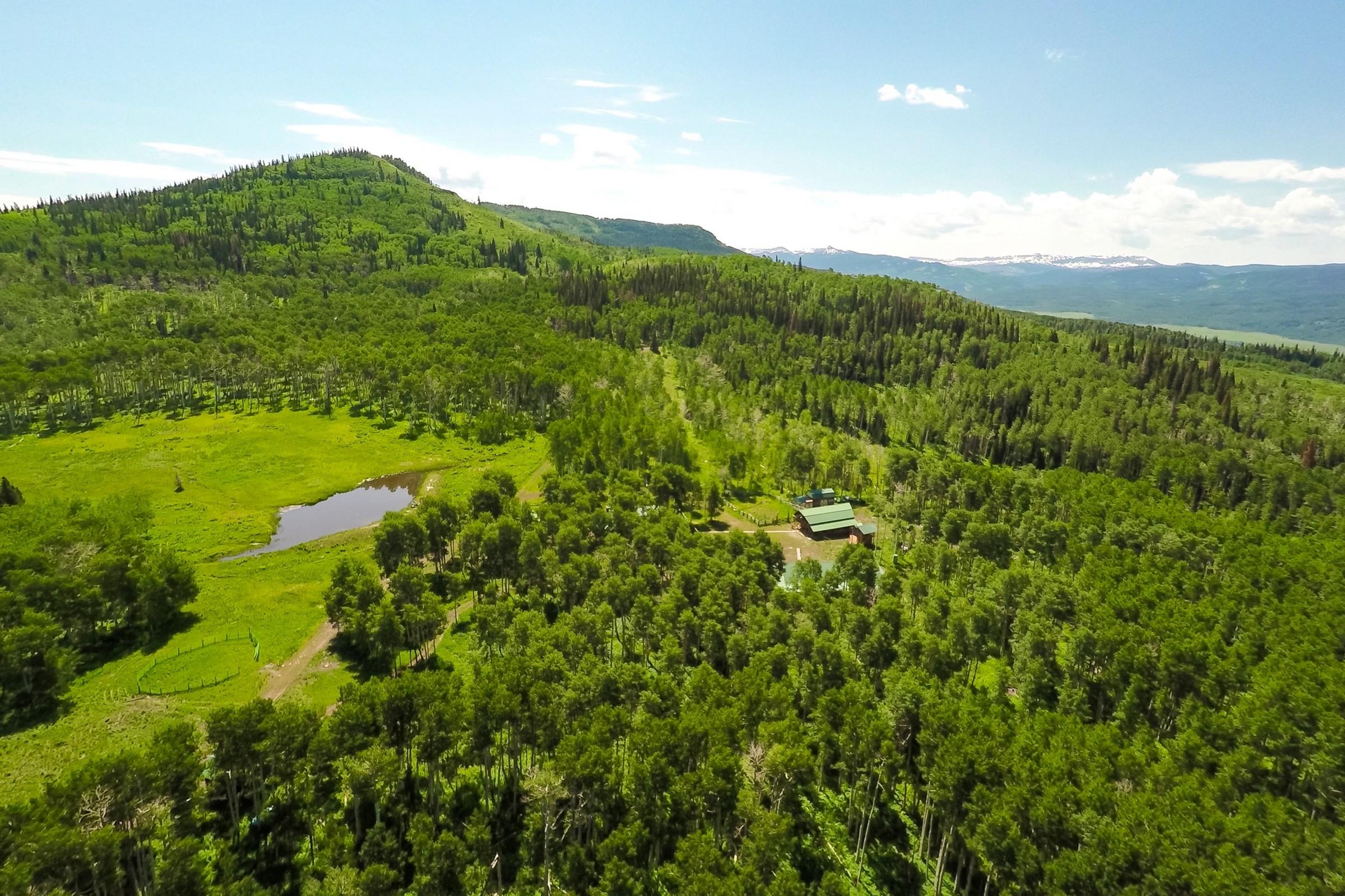 Ферма / ранчо / плантация для того Продажа на Dunckley Peak Ranch 10005 CR 29 Hayden, Колорадо, 81639 Соединенные Штаты