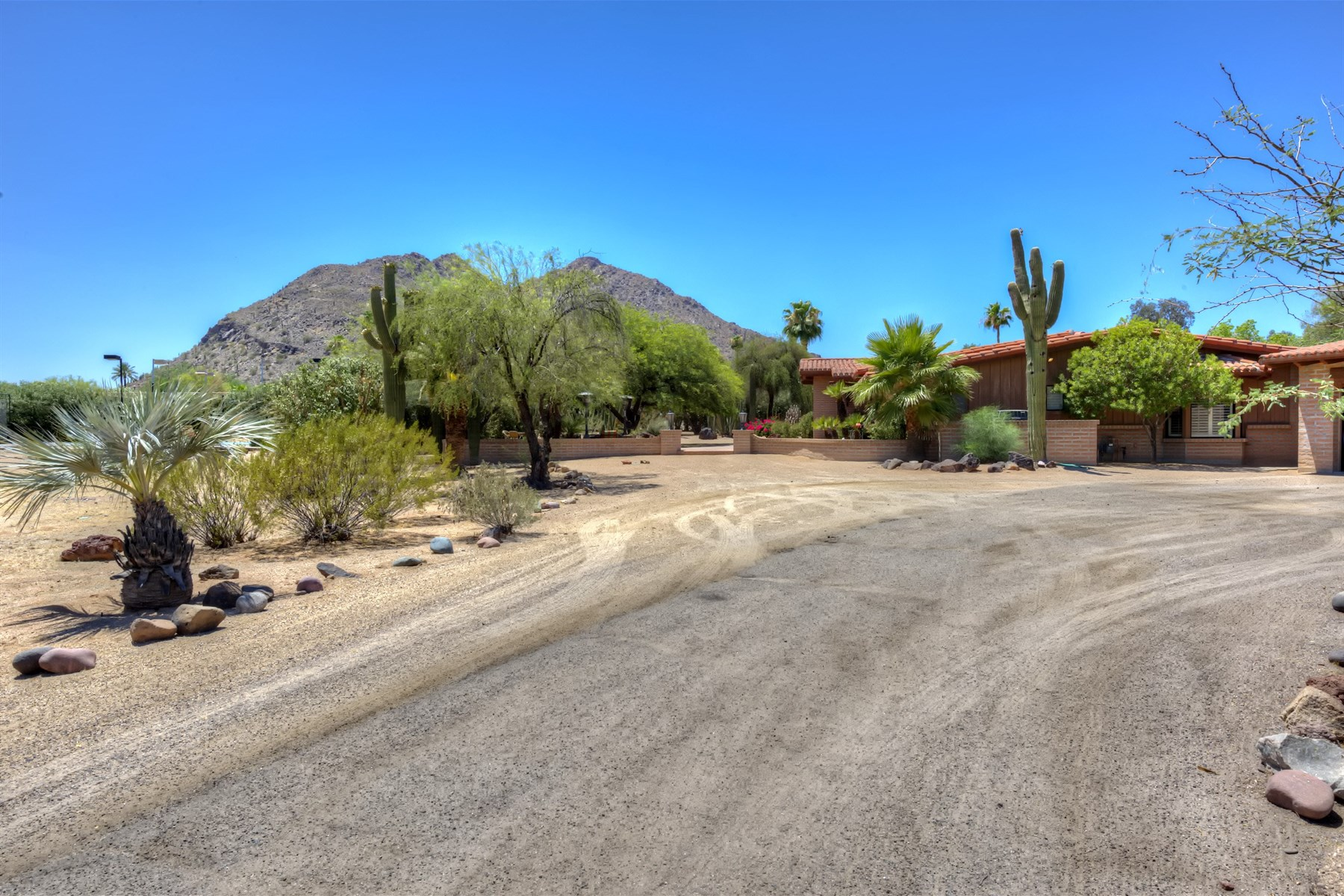 Einfamilienhaus für Verkauf beim Fabulous Location On 2+ Acres On One Of The Best Streets In Paradise Valley 5112 N Casa Blanca Drive Paradise Valley, Arizona 85253 Vereinigte Staaten
