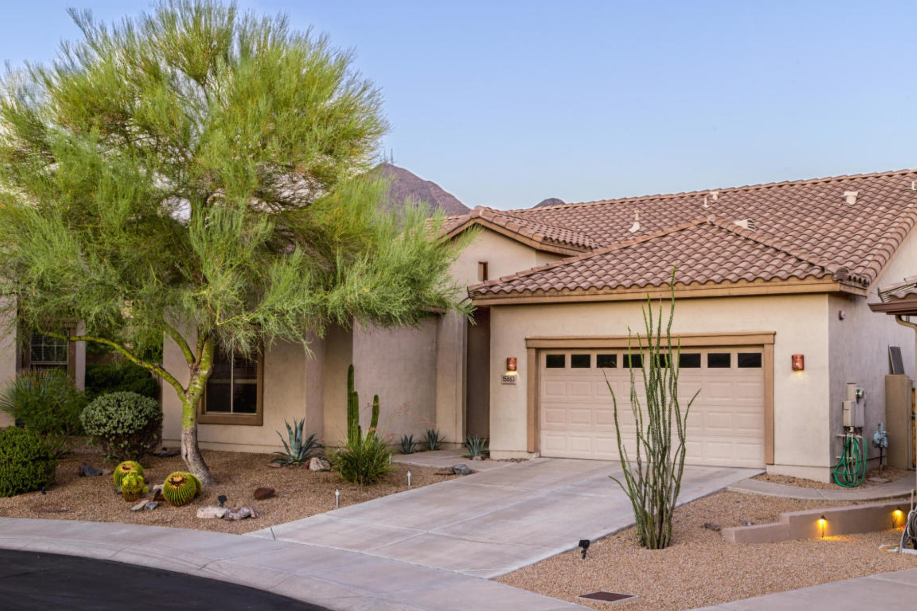 Single Family Home for Sale at Charming home in McDowell Mountain Ranch 15883 N 107th Pl Scottsdale, Arizona, 85255 United States