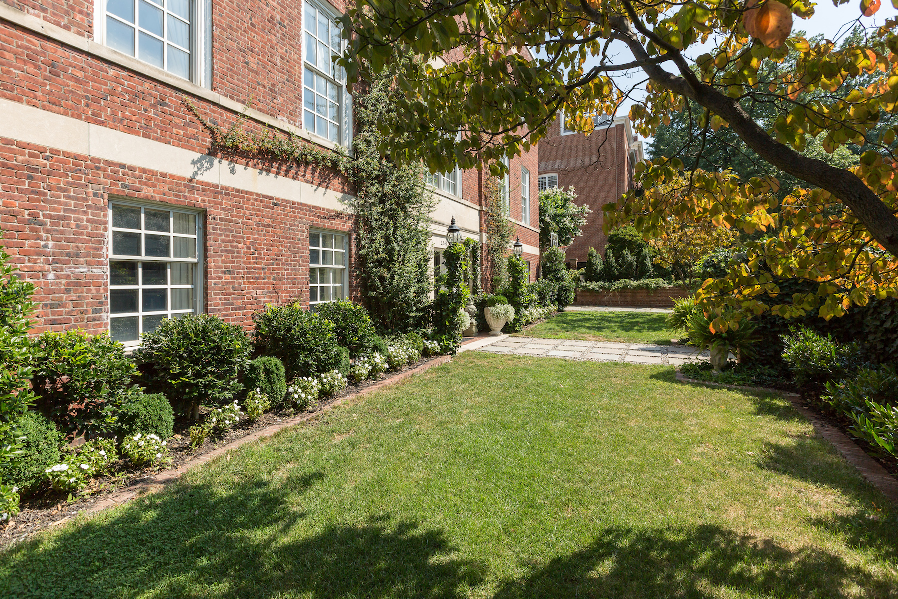 Additional photo for property listing at 2241 Bancroft Place Nw, Washington  Washington, District Of Columbia 20008 Verenigde Staten
