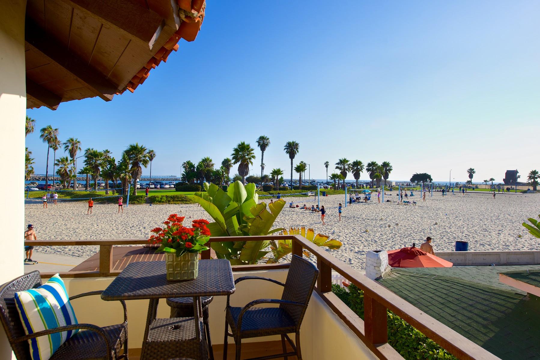 Appartement en copropriété pour l Vente à Ocean Front Walk 2653 Ocean Front Walk San Diego, Californie 92109 États-Unis