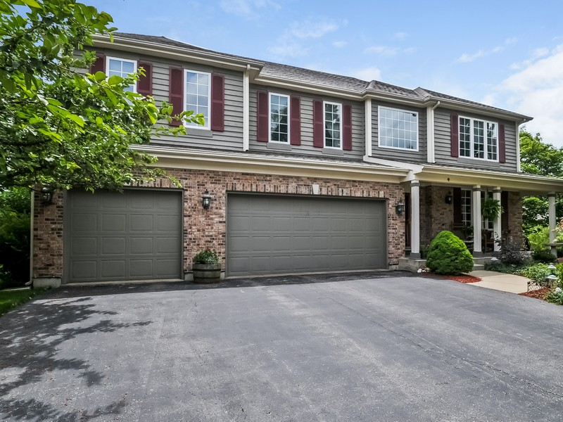 Villa per Vendita alle ore Enjoy Quiet Cul-De-Sac Living In The Greens At Boulder Ridge 4 Valhalla Court Lake In The Hills, Illinois 60156 Stati Uniti