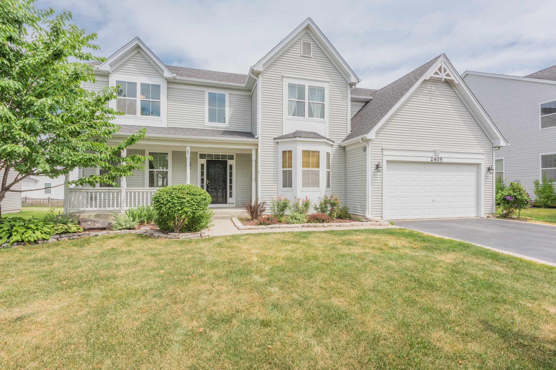 Maison unifamiliale pour l Vente à Freshly Updated Home 2405 Trailside Lane Wauconda, Illinois, 60084 États-Unis