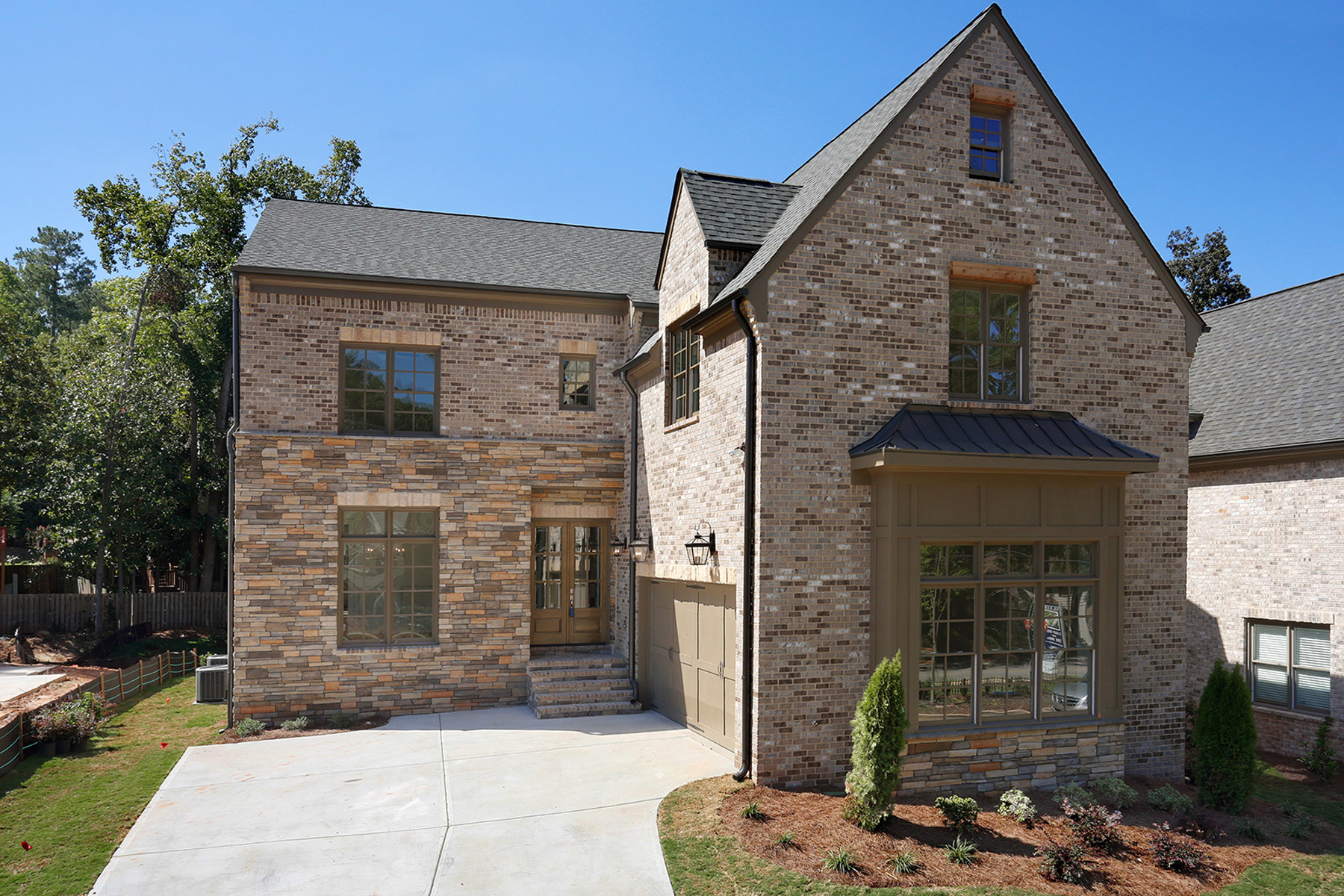 Casa para uma família para Venda às New Construction Home In Brookhaven 3816 Chamblee Dunwoody Road Atlanta, Geórgia, 30341 Estados Unidos