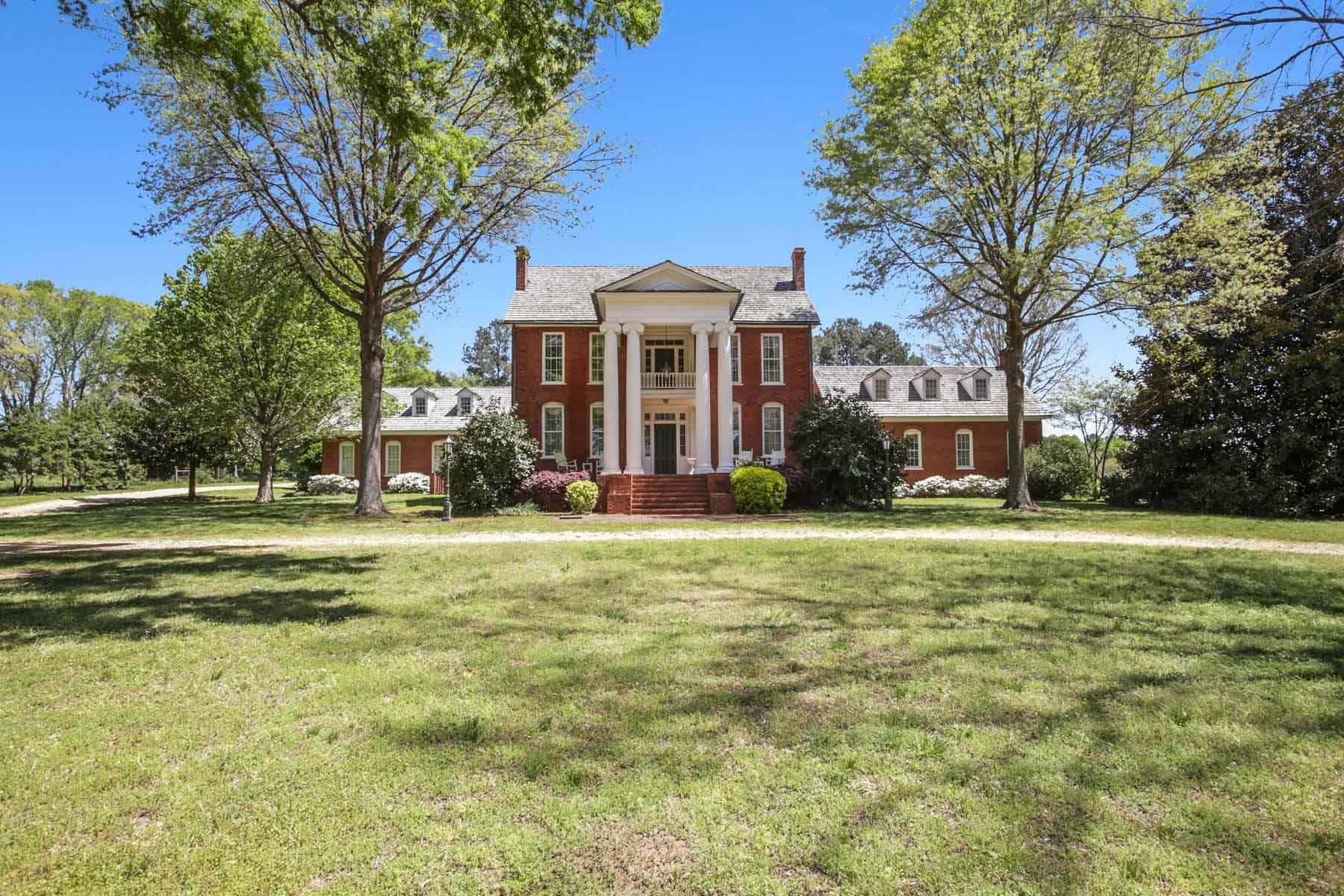 Villa per Vendita alle ore Graceful Historic Home on 10 Acres 797 Wynn Drive Hampton, Georgia 30228 Stati Uniti