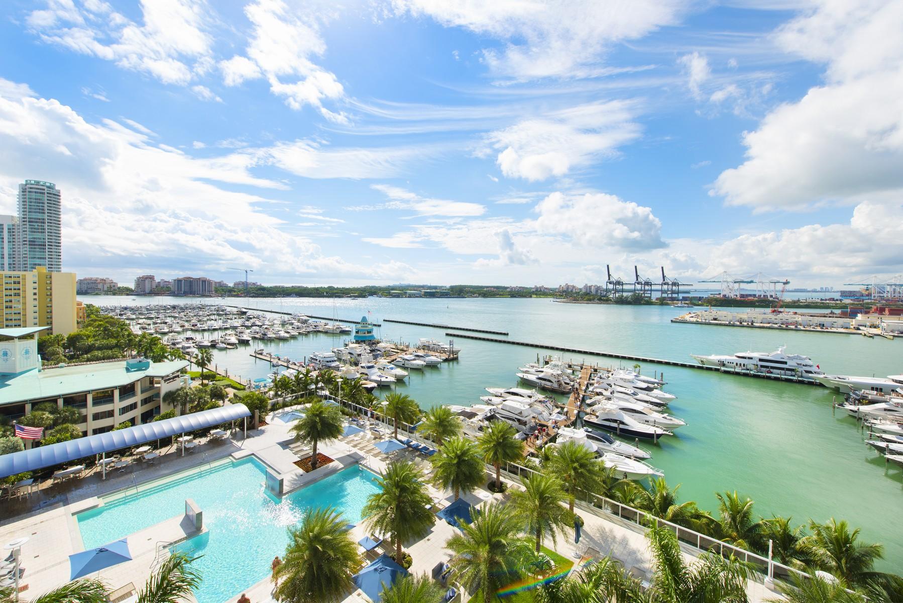 Кооперативная квартира для того Продажа на 400 Alton Rd #1106 Miami Beach, Флорида 33139 Соединенные Штаты
