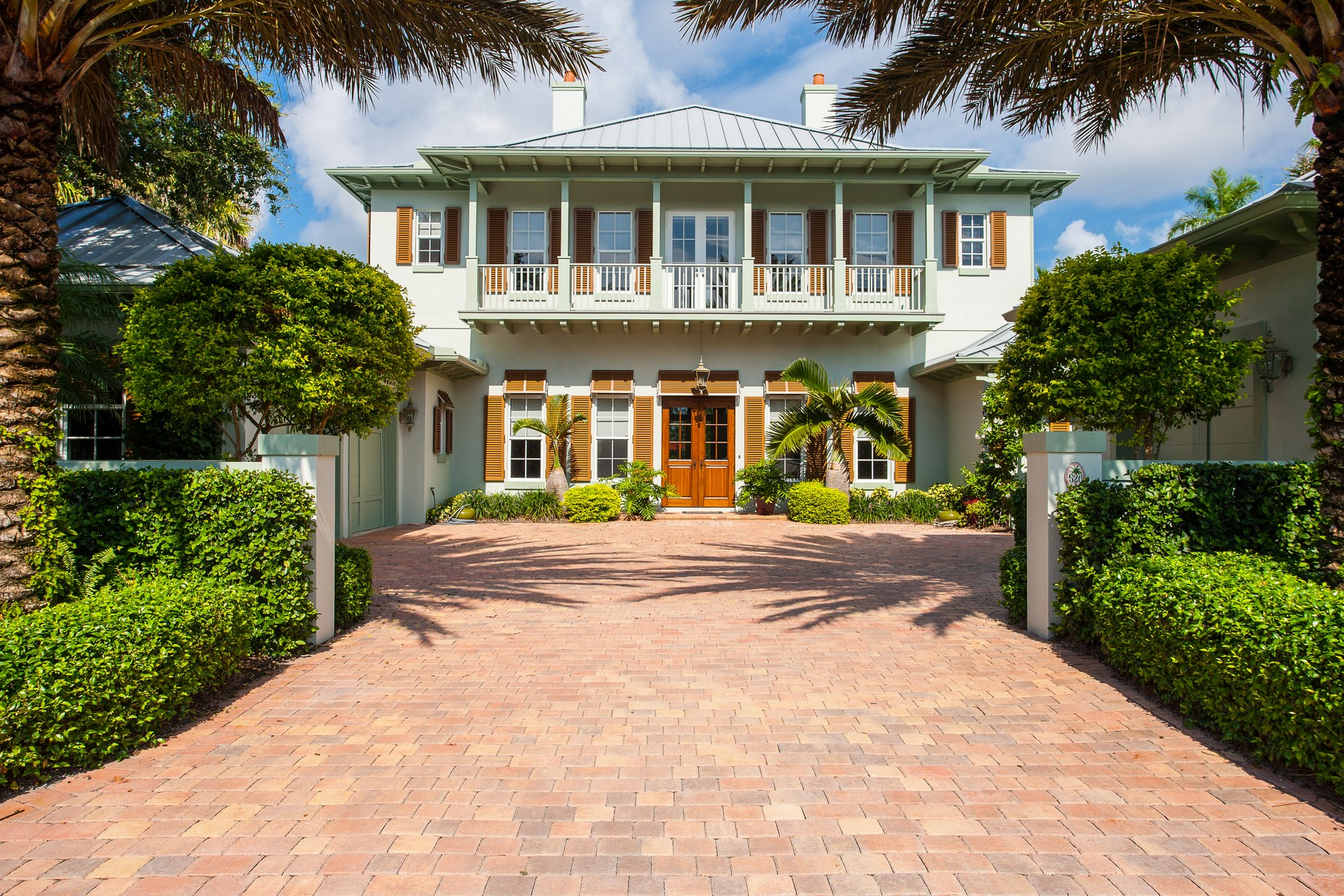 Single Family Home for Sale at Exquisite pool home in Palm Island Plantation 526 Feather Palm Drive Vero Beach, Florida 32963 United States