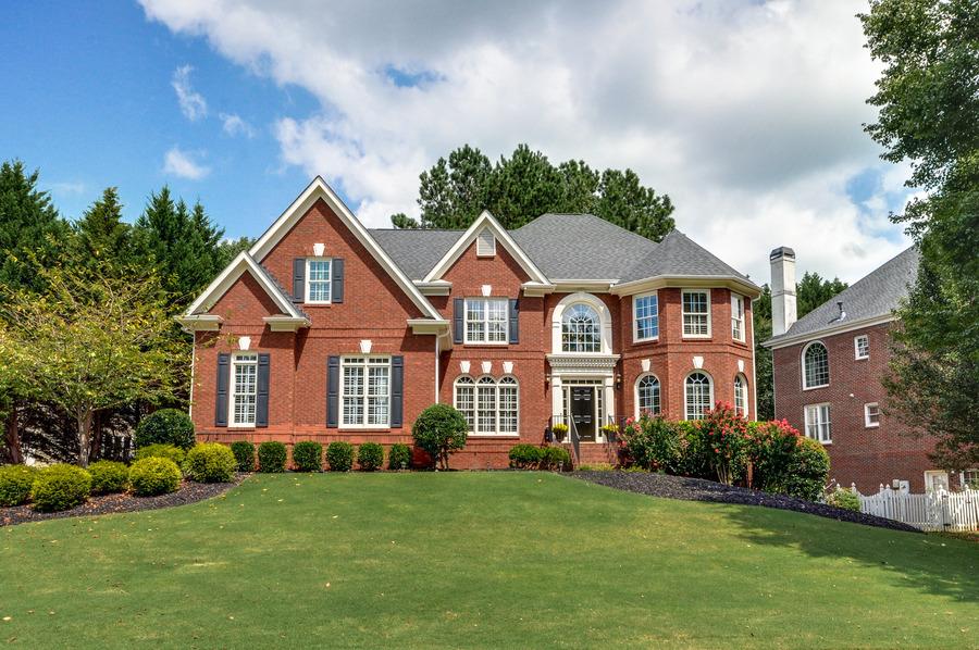 独户住宅 为 销售 在 Fantastic Location and Amenities 725 Rose Creek Circle Johns Creek, 乔治亚州 30097 美国