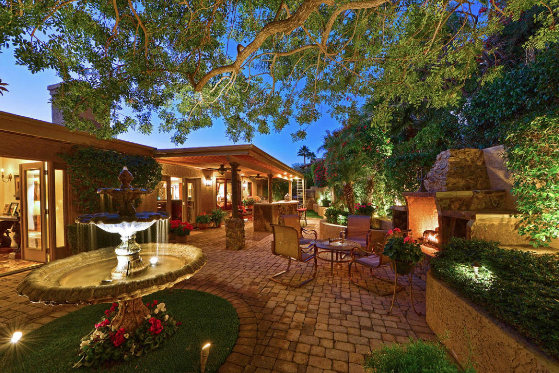 Single Family Home for Sale at Picture perfect sunsets from this villa near Piestewa Peak 2320 E Lincoln Way Phoenix, Arizona 85020 United States