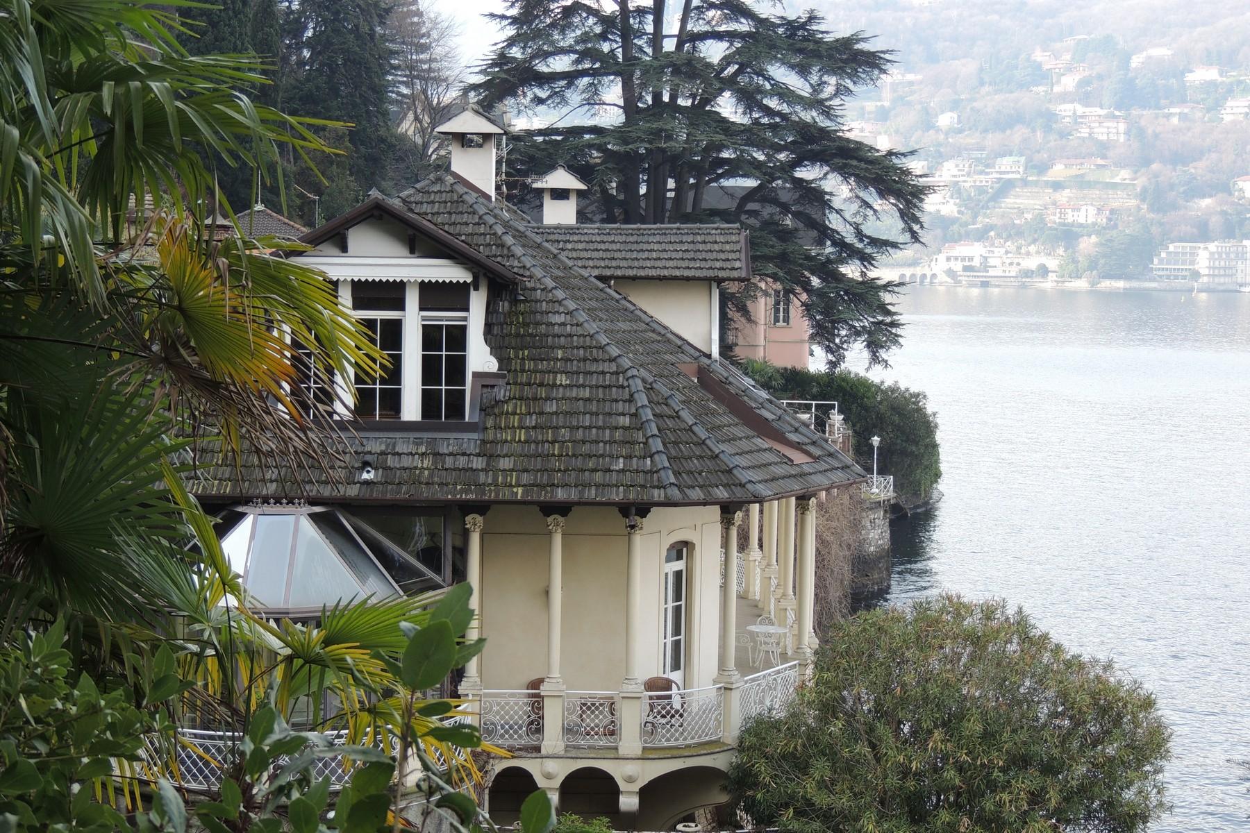Additional photo for property listing at Majestic liberty villa on Lake Como  Como, Como 22100 Italien