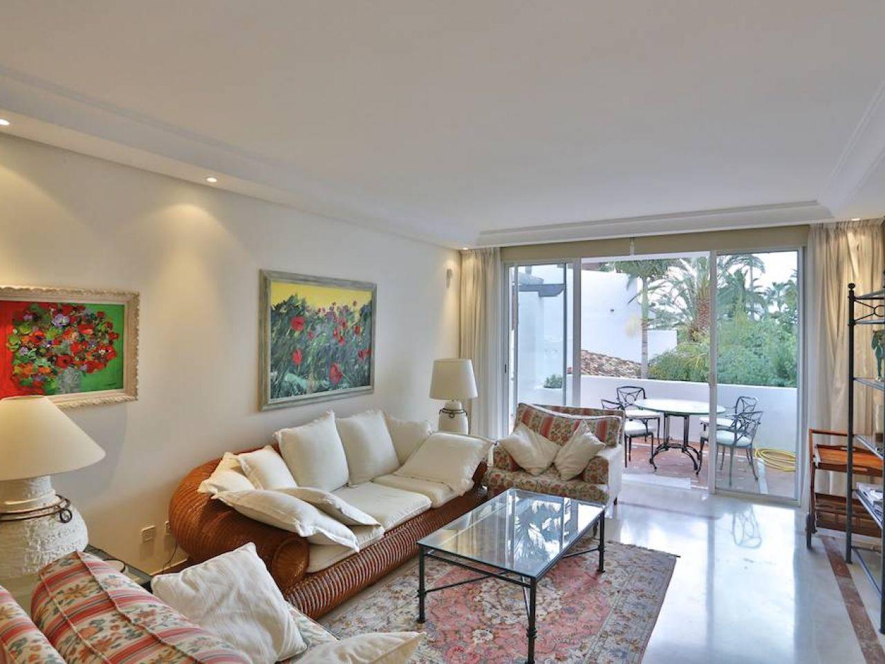 Appartement pour l Vente à Beachside apartment Puerto Banus Marbella, Costa Del Sol 29660 Espagne