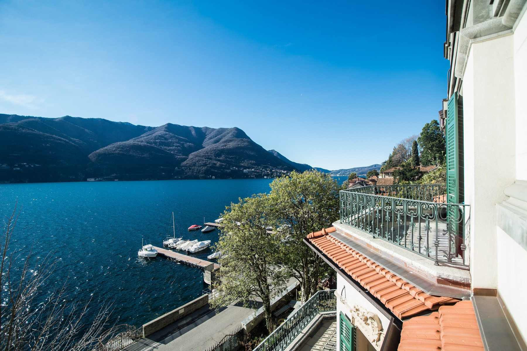 Additional photo for property listing at Prestigious historic  lake front villa with botanical park Via Regina Carate Urio, Como 22010 Italia